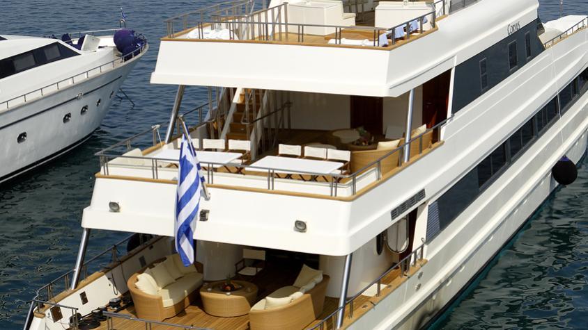 corvus-yacht-for-sale-stern