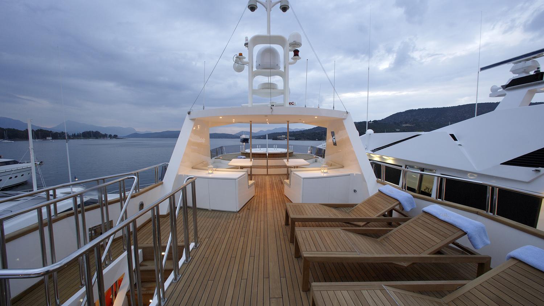 corvus-yacht-sun-deck