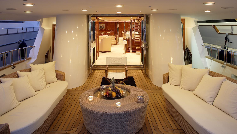 corvus-yacht-aft-lounge