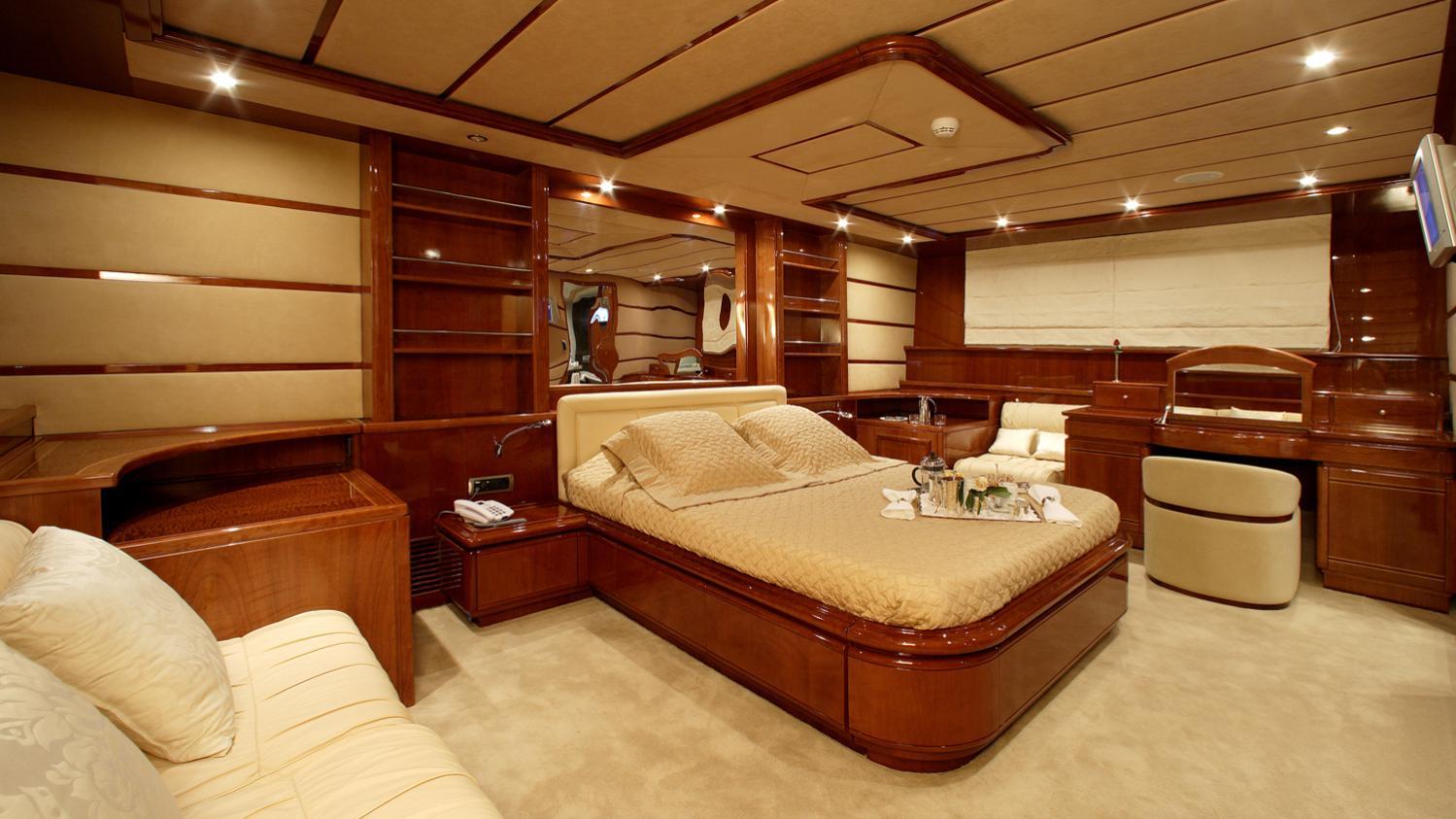 corvus-yacht-double-cabin