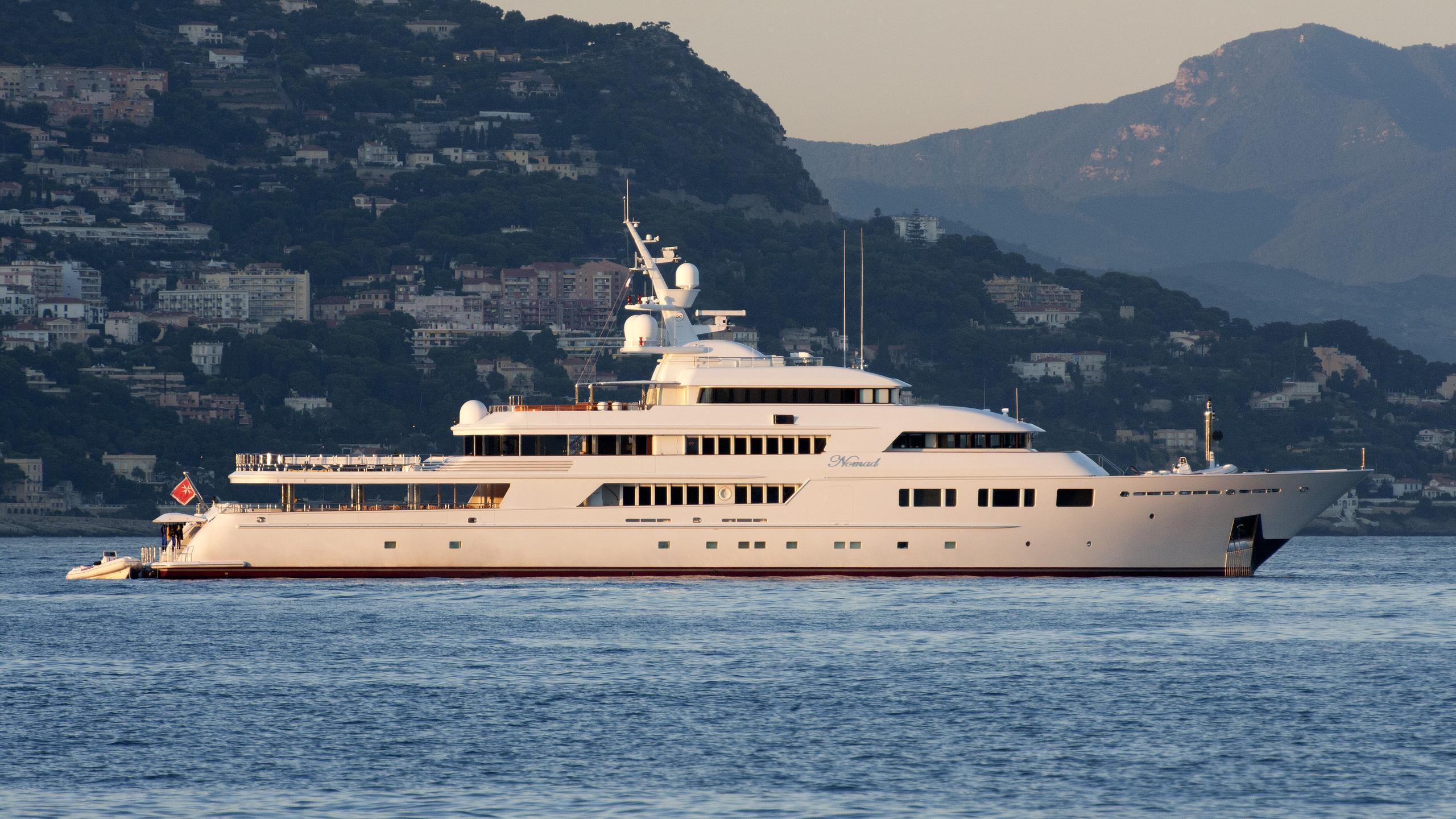 nomad-yacht-exterior