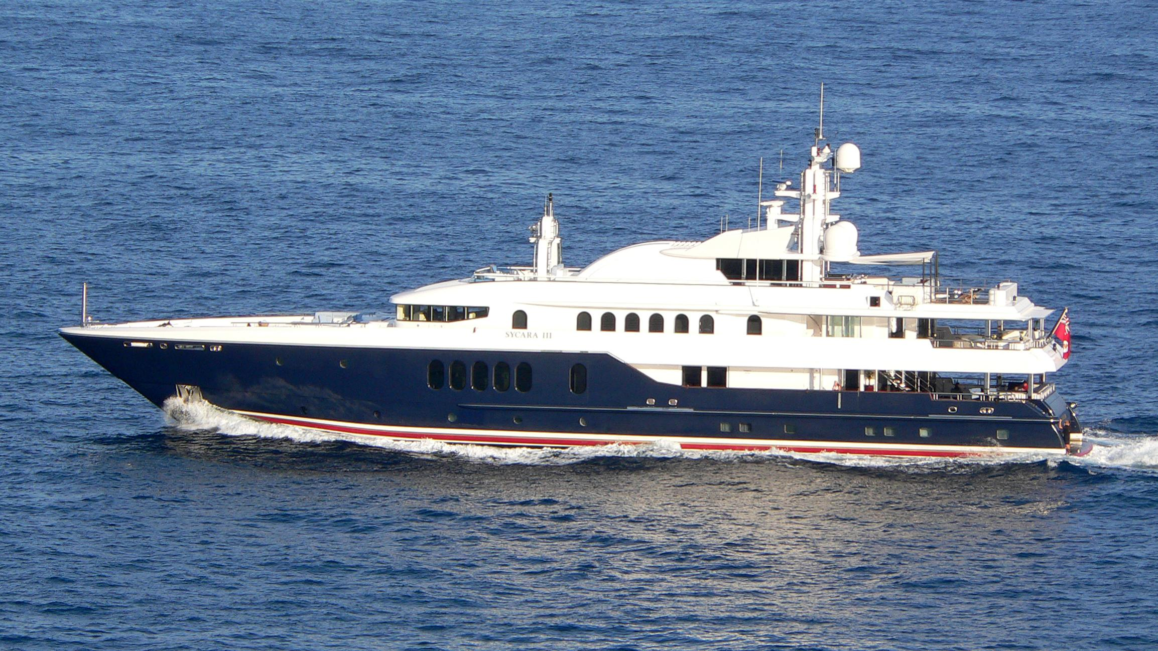 sirona-iii-yacht-exterior