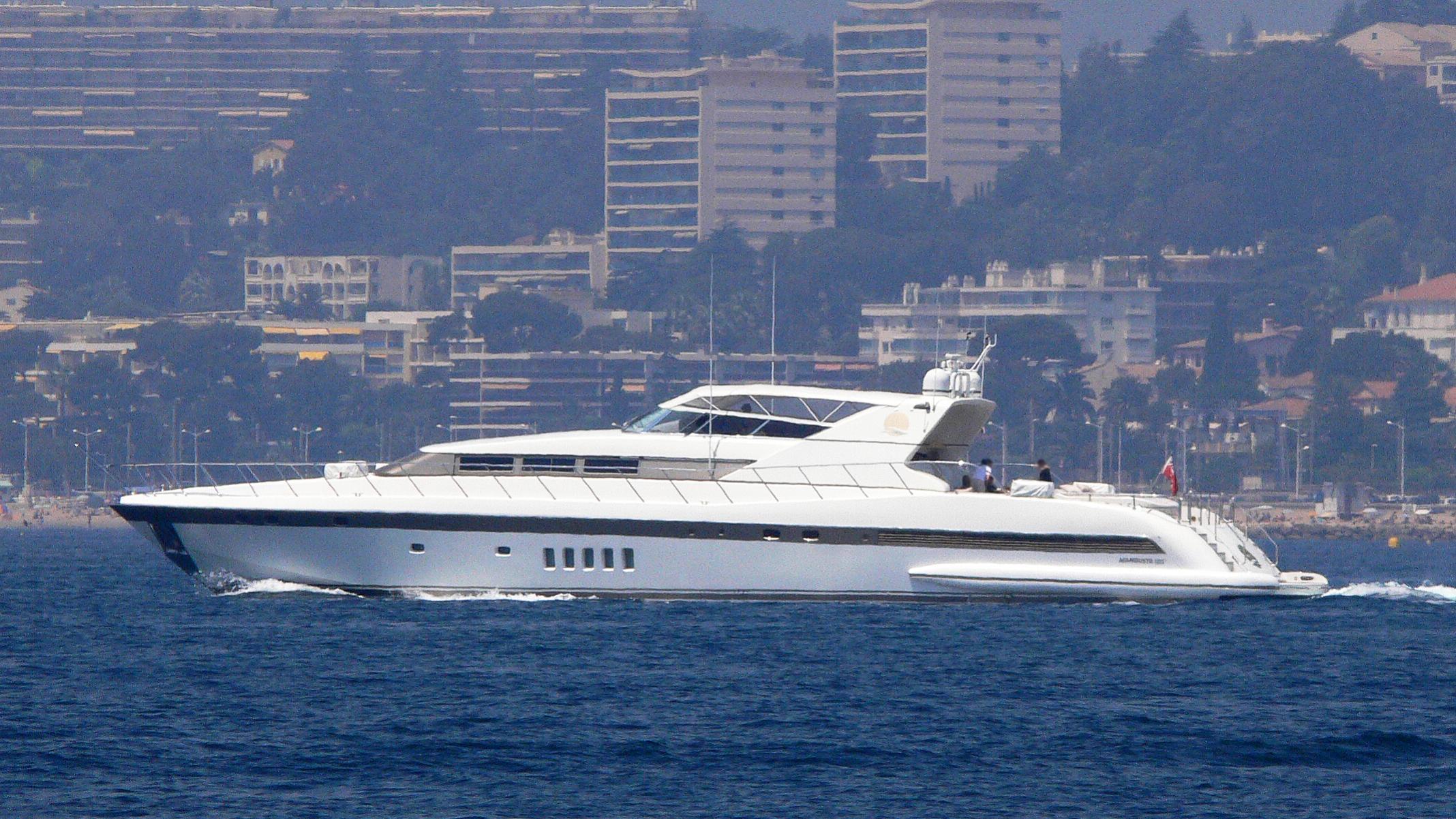 ellicha-yacht-exterior