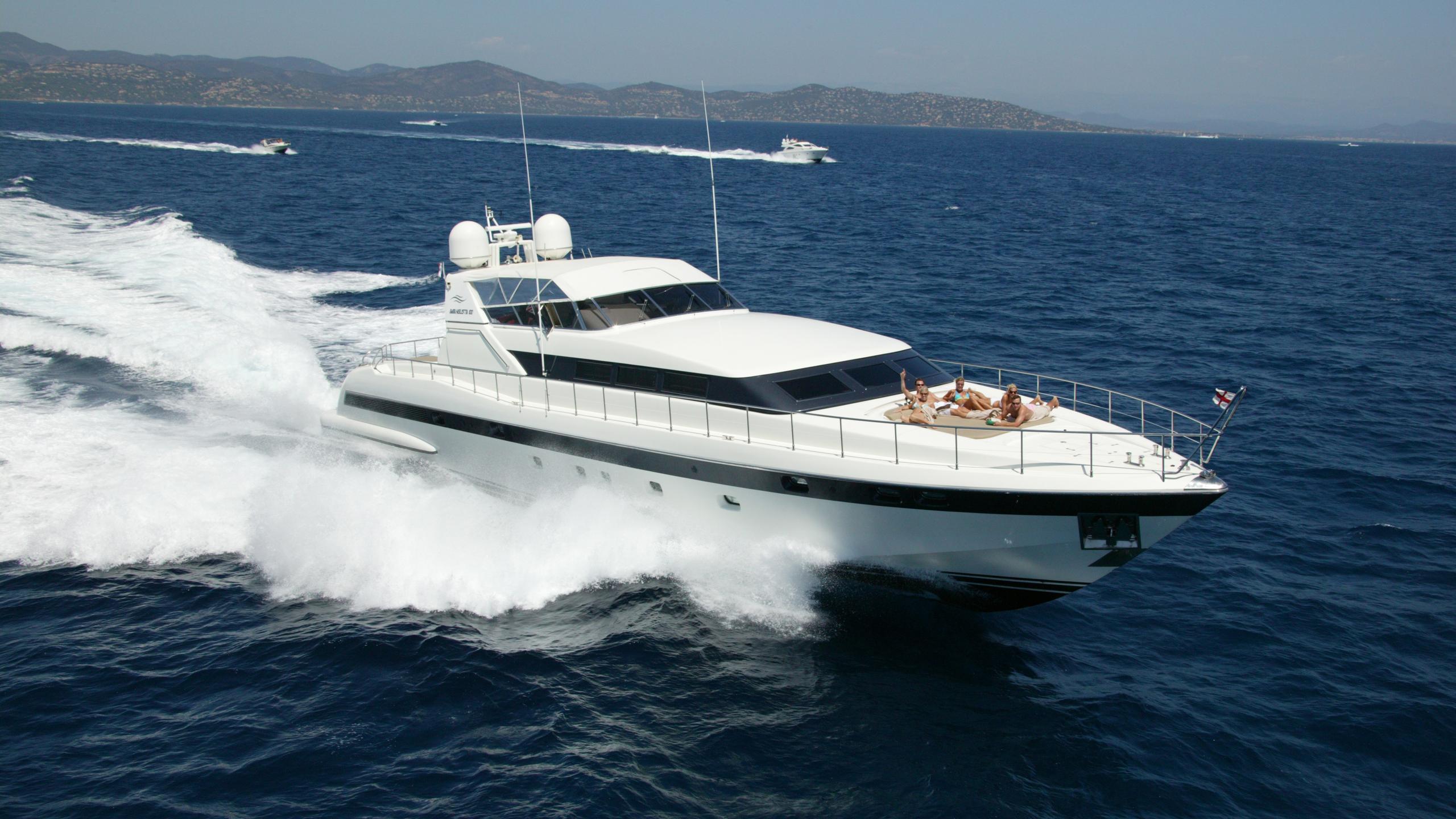 equilibrium motoryacht overmarine mangusta 100 1996 30m running half profile