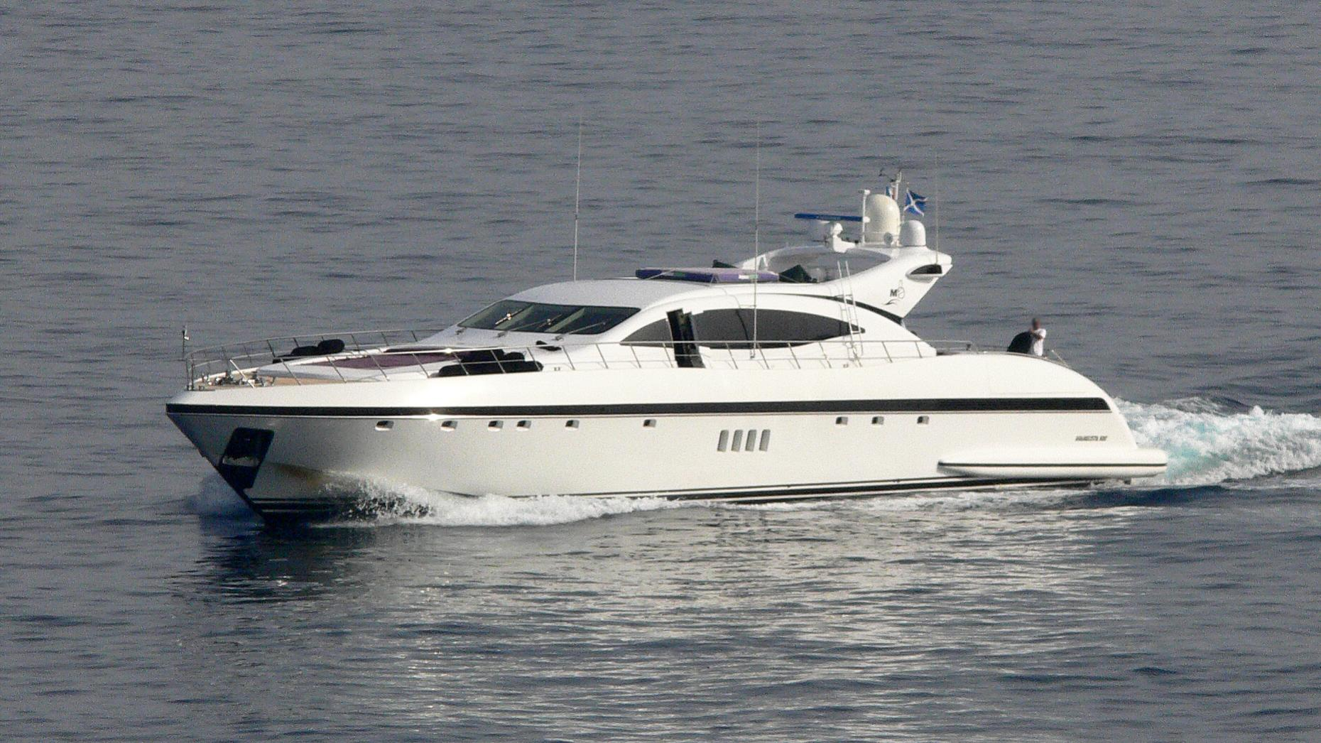 melige-yacht-exterior