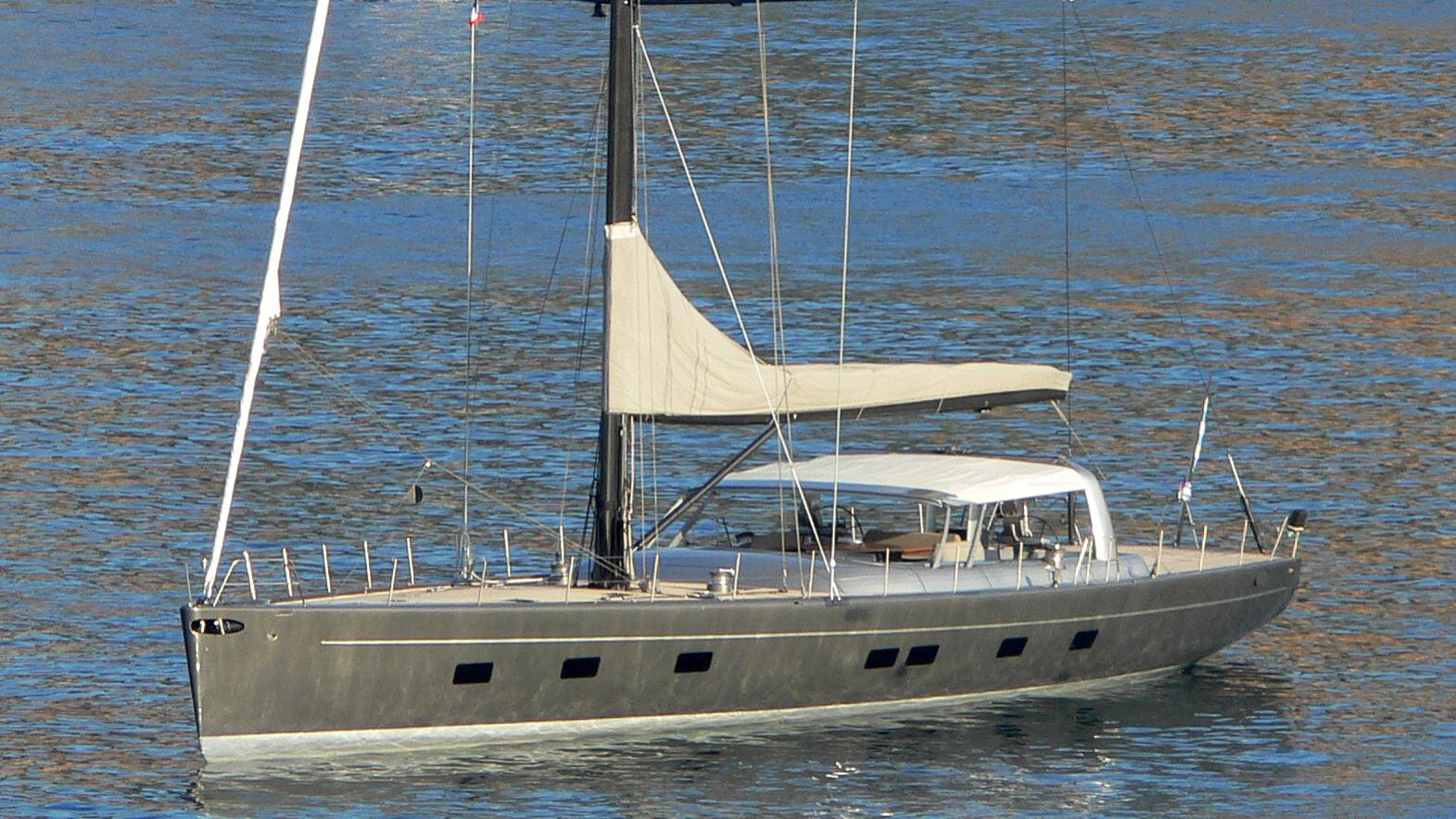 wally-b-yacht-exterior