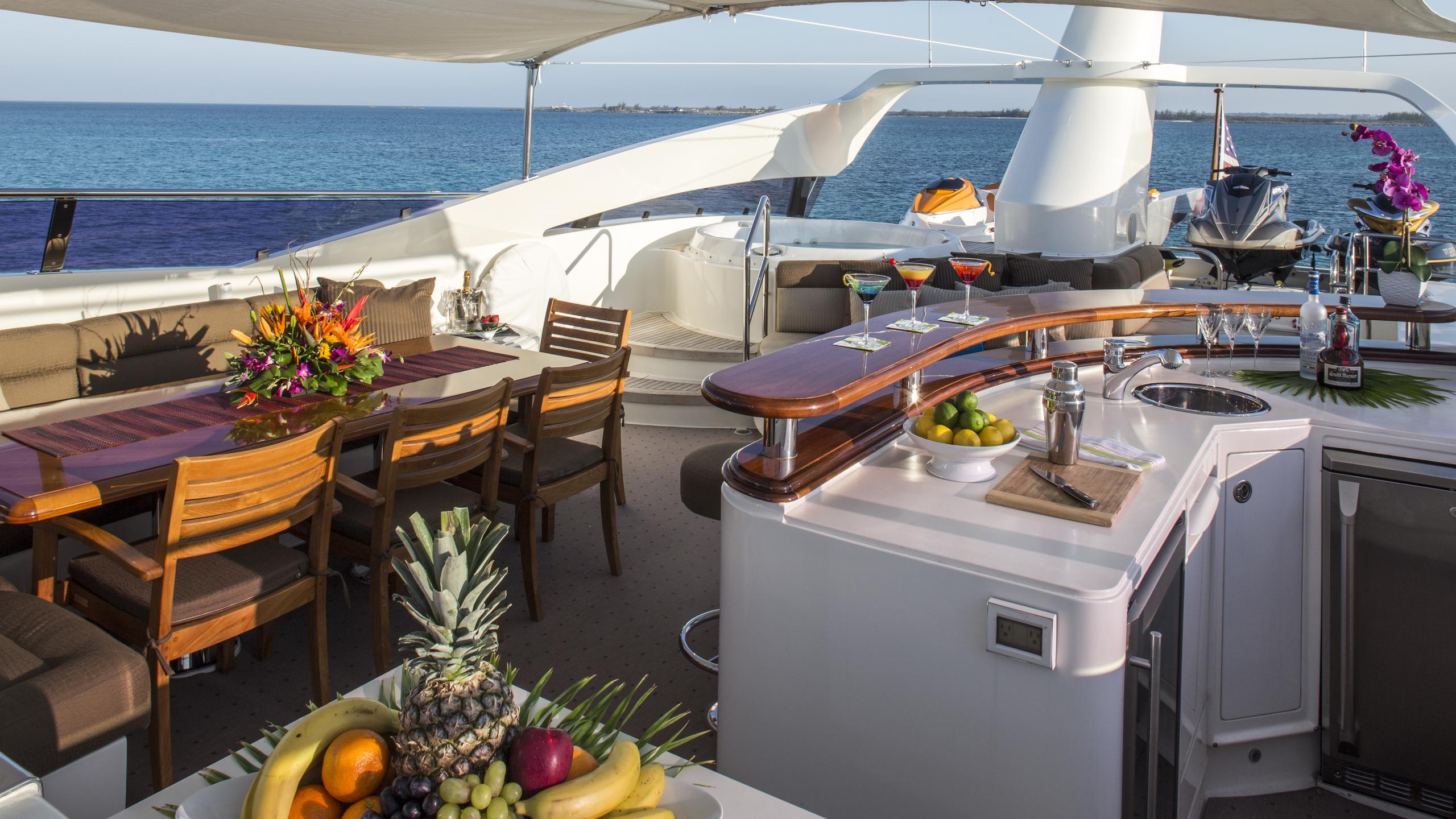 bb3-yacht-fly-deck-bar
