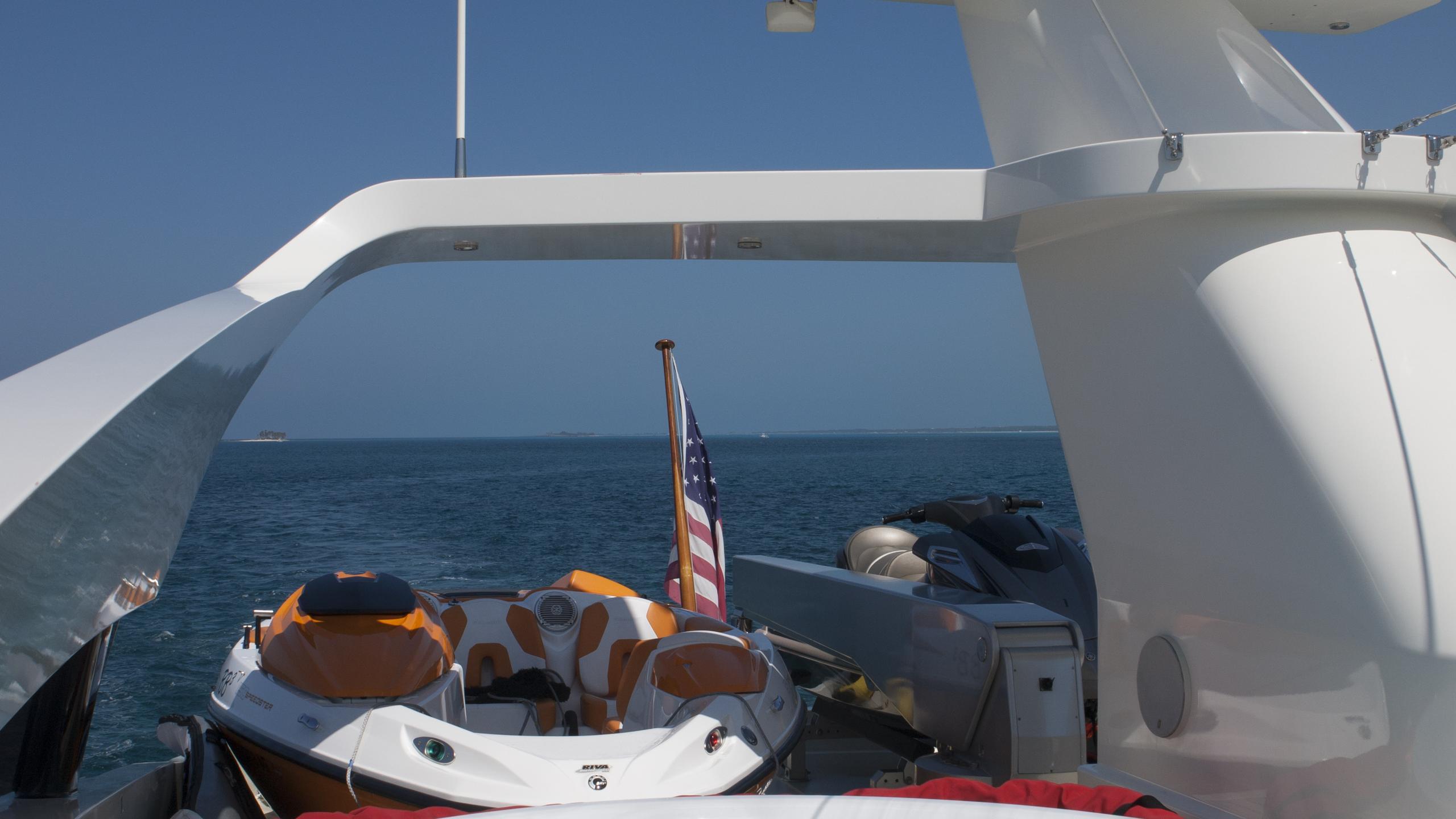 bb3-yacht-jacuzzi