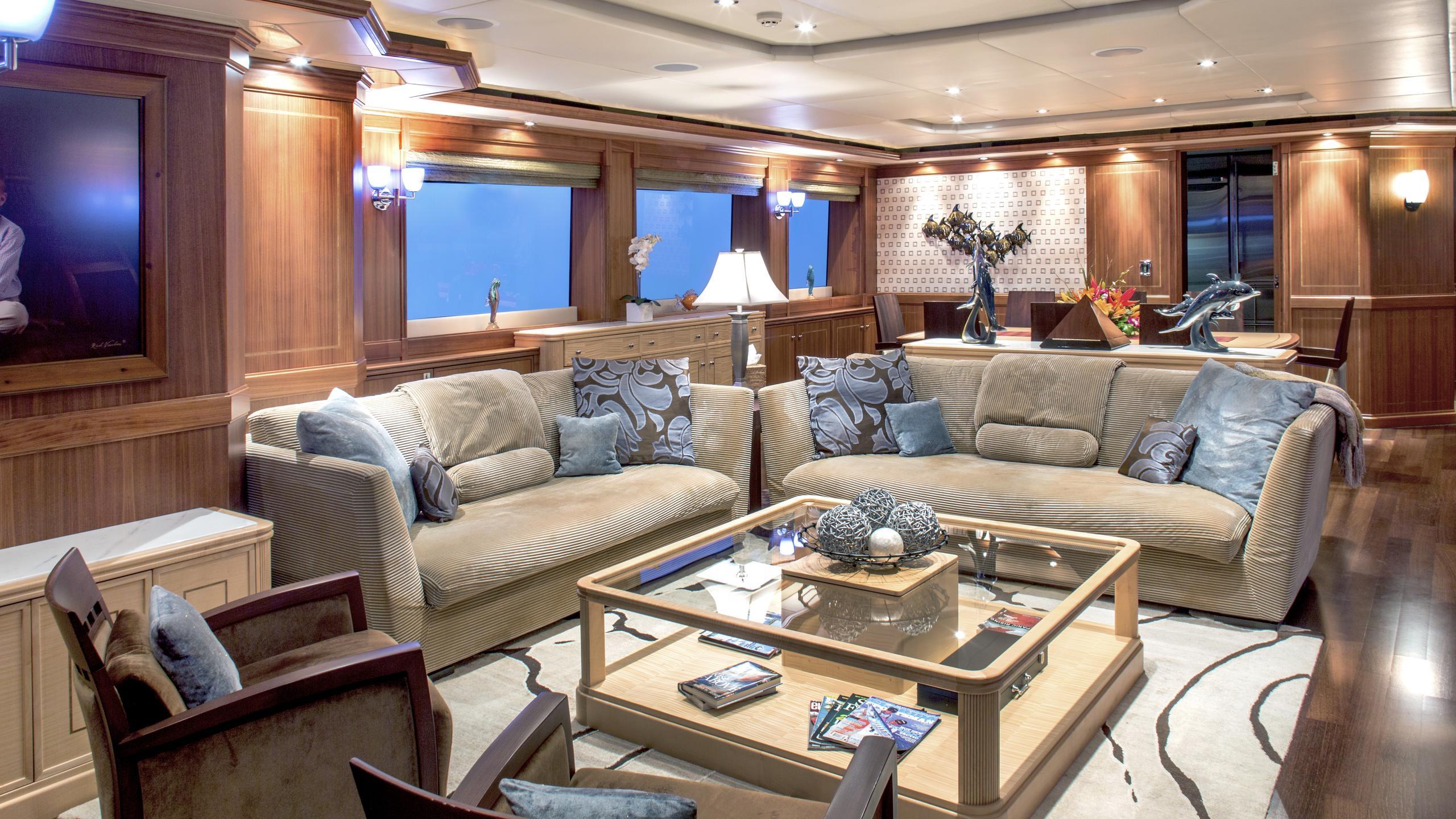 bb3-yacht-saloon