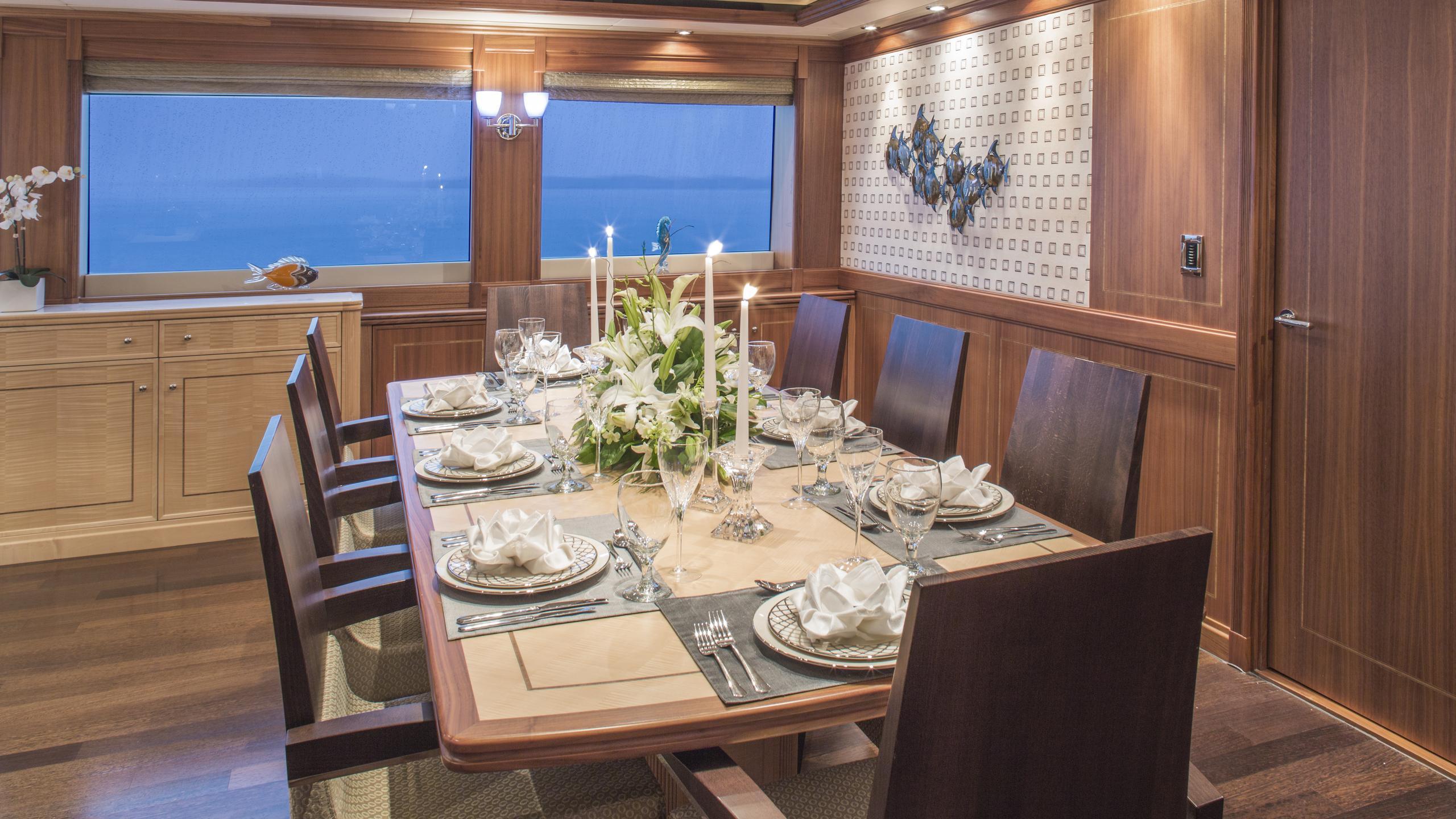 bb3-yacht-formal-dining
