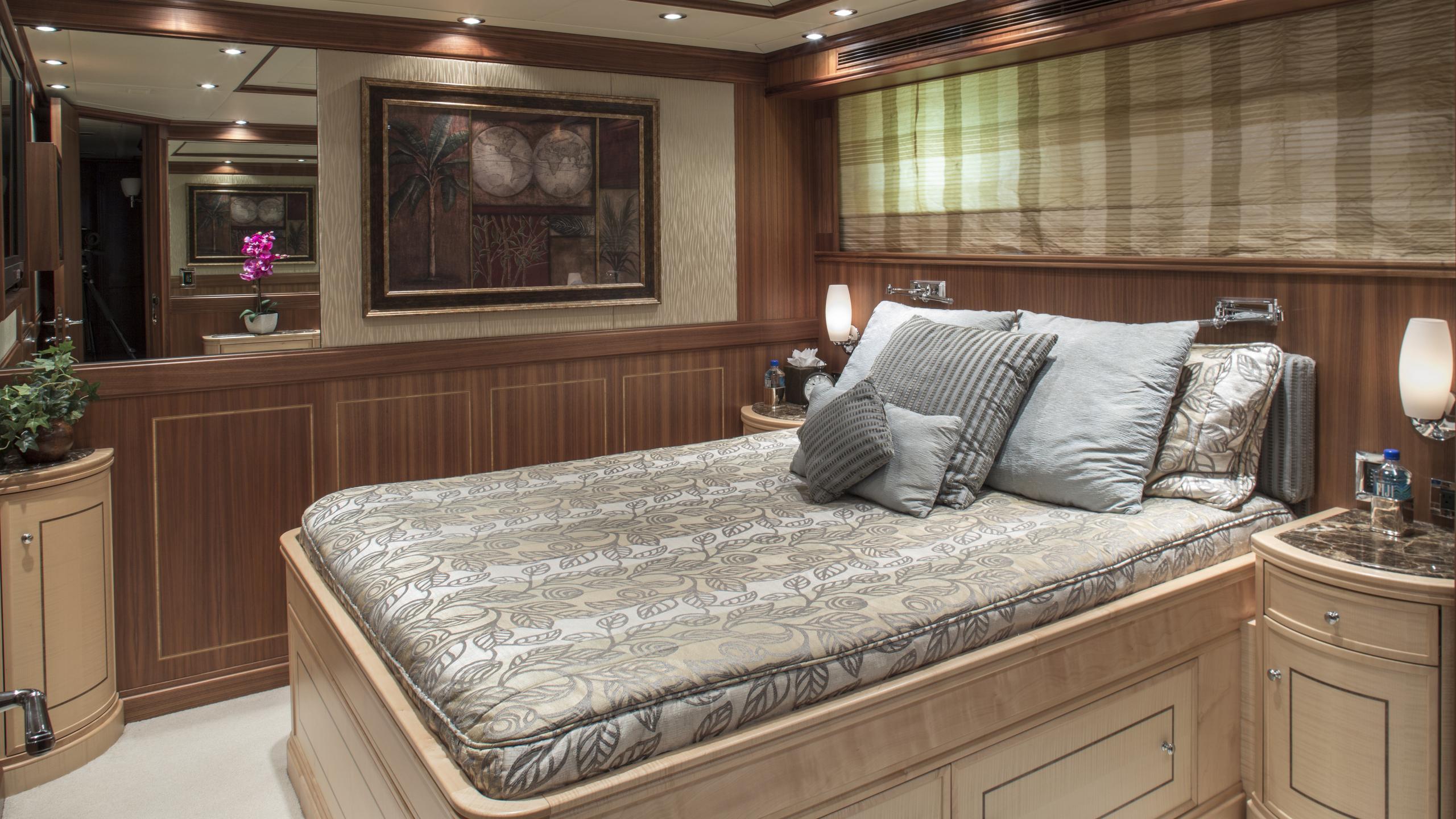 bb3-yacht-double-cabin