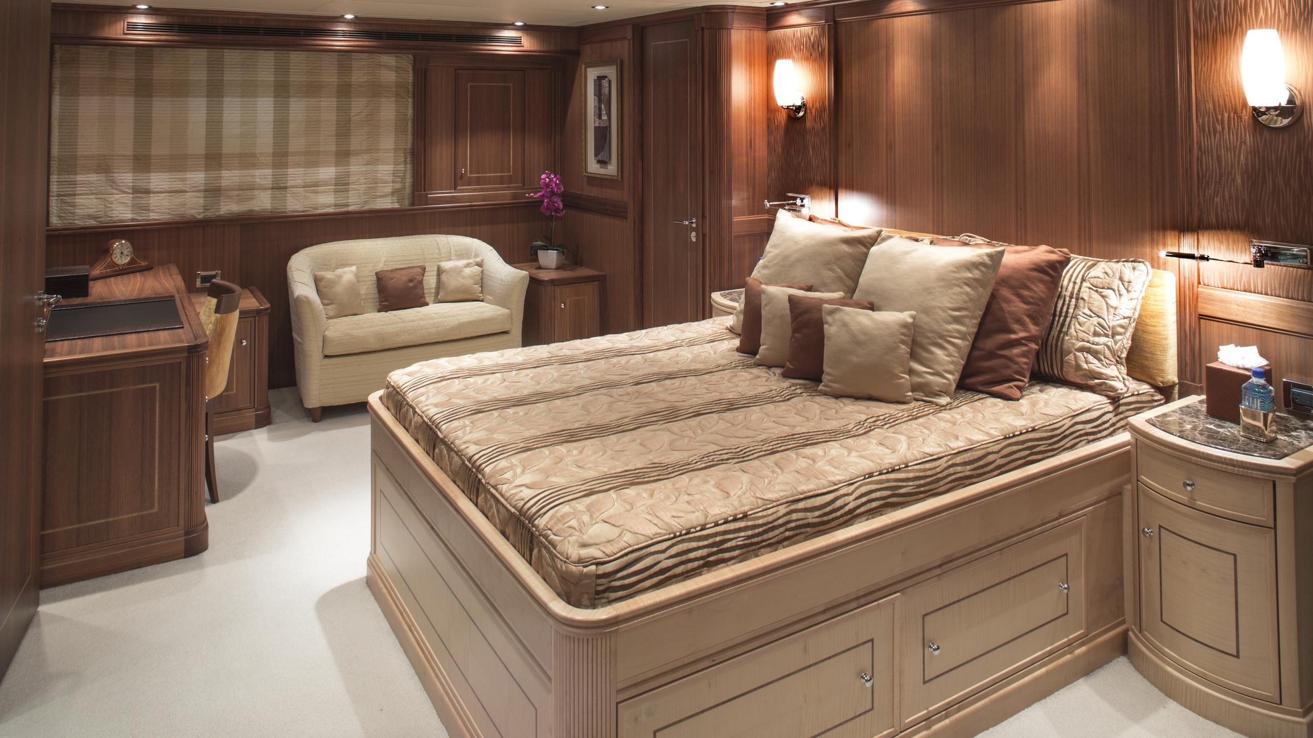 bb3-yacht-vip-cabin