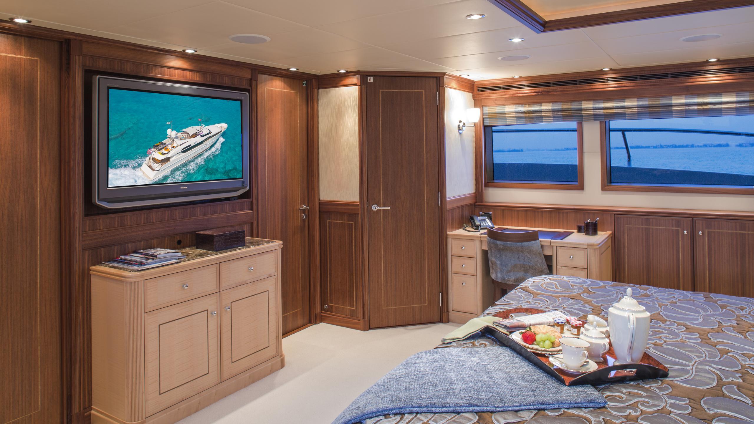 bb3-yacht-master-cabin
