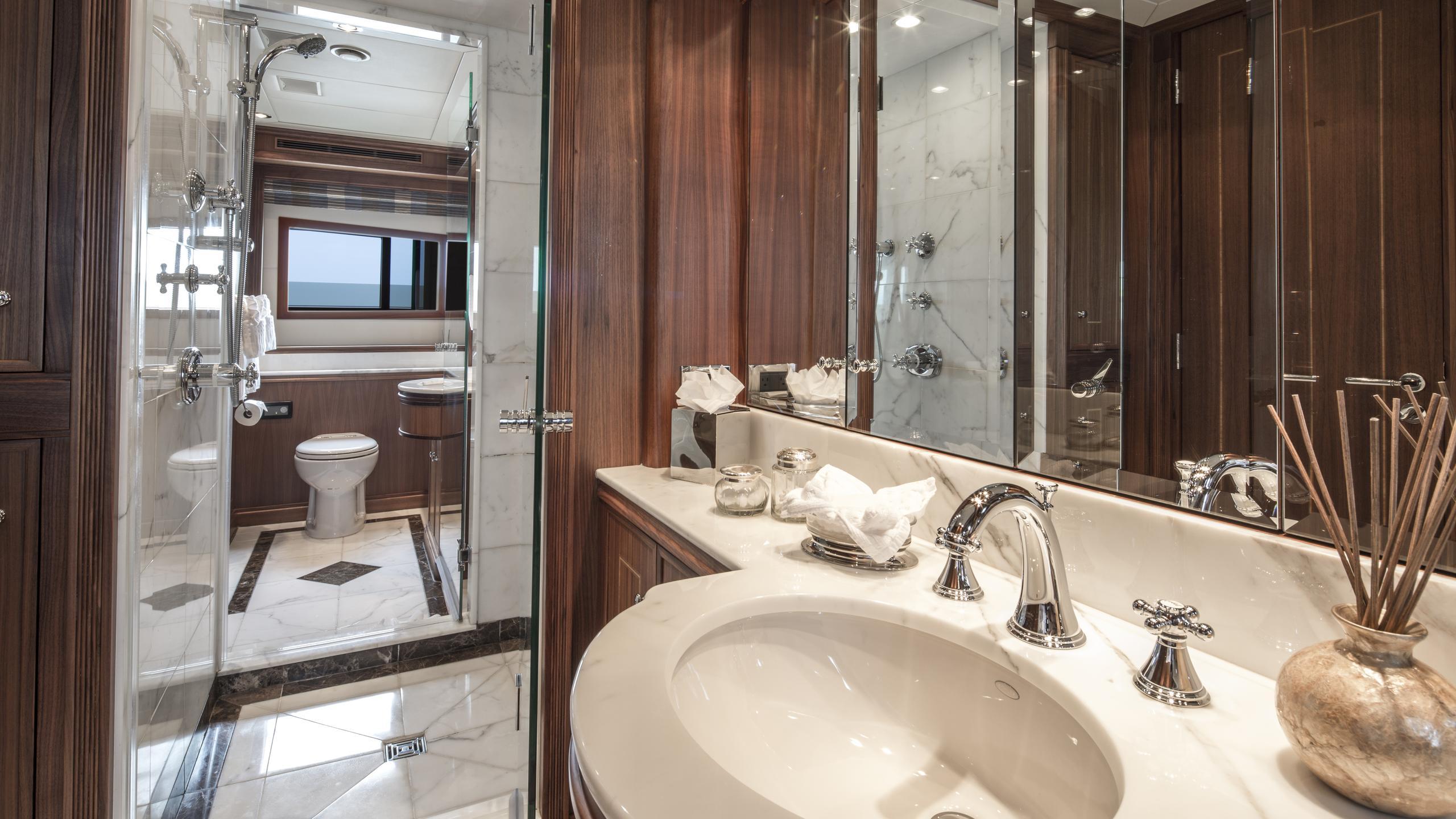 bb3-yacht-bathroom