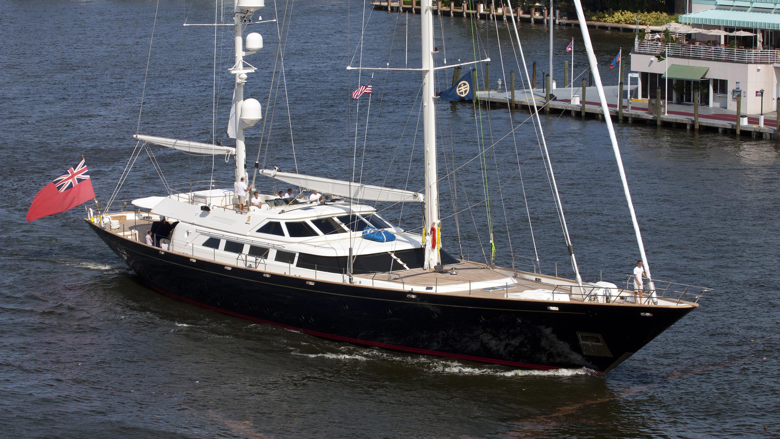 antara-yacht-exterior