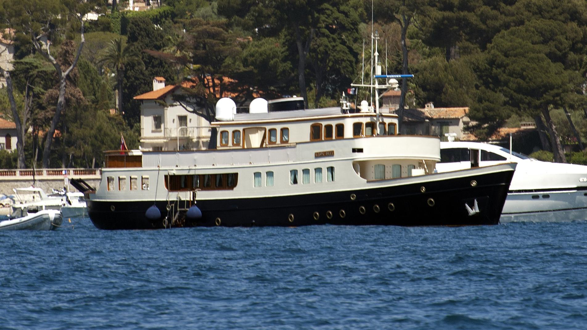 lady-may-yacht-exterior