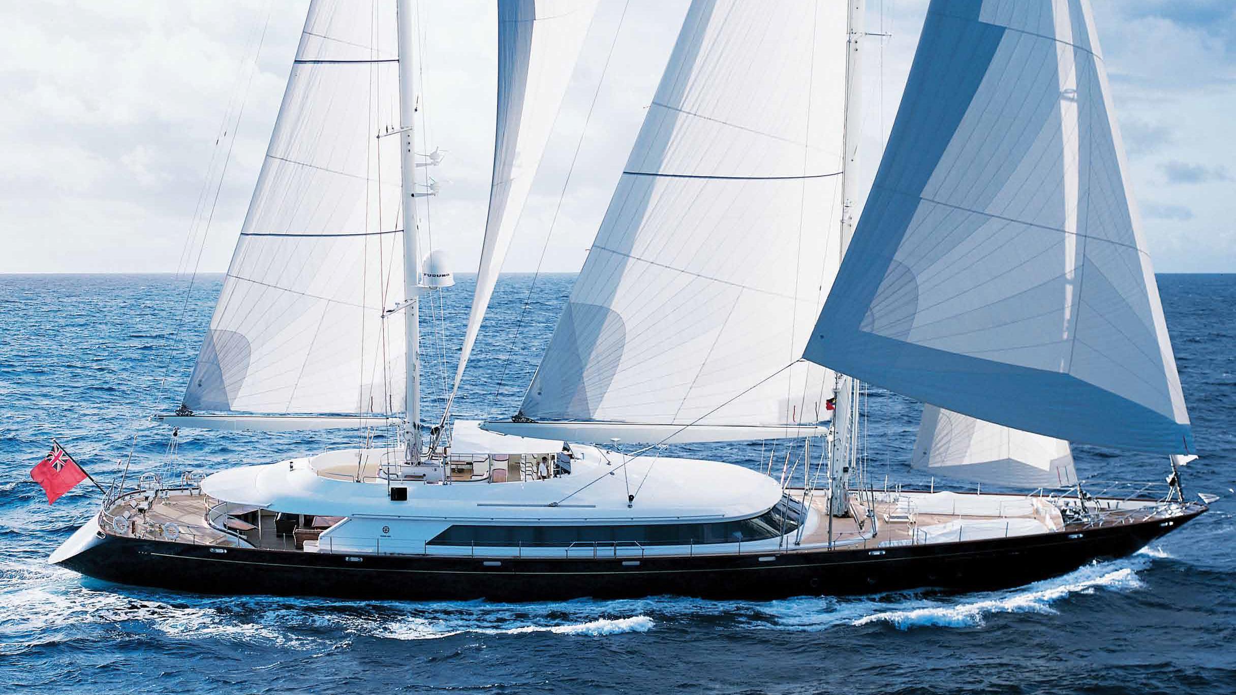 ariane-yacht-at-sea