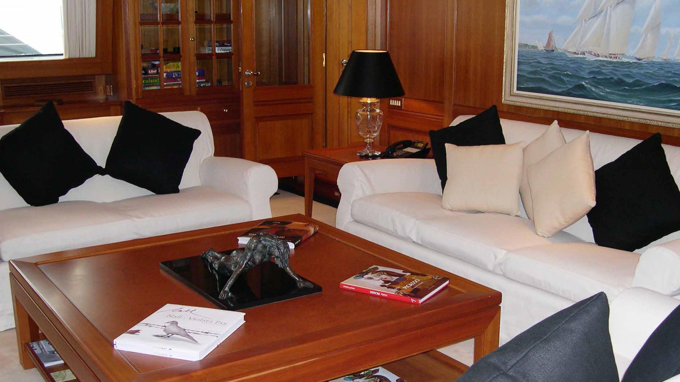 ariane-yacht-saloon