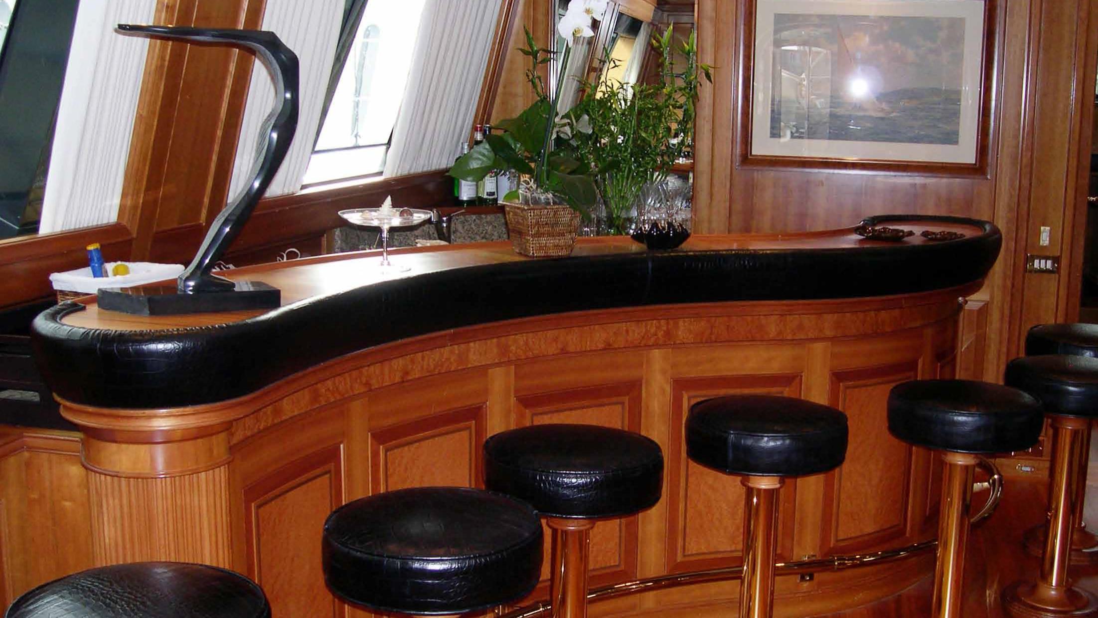 ariane-yacht-bar