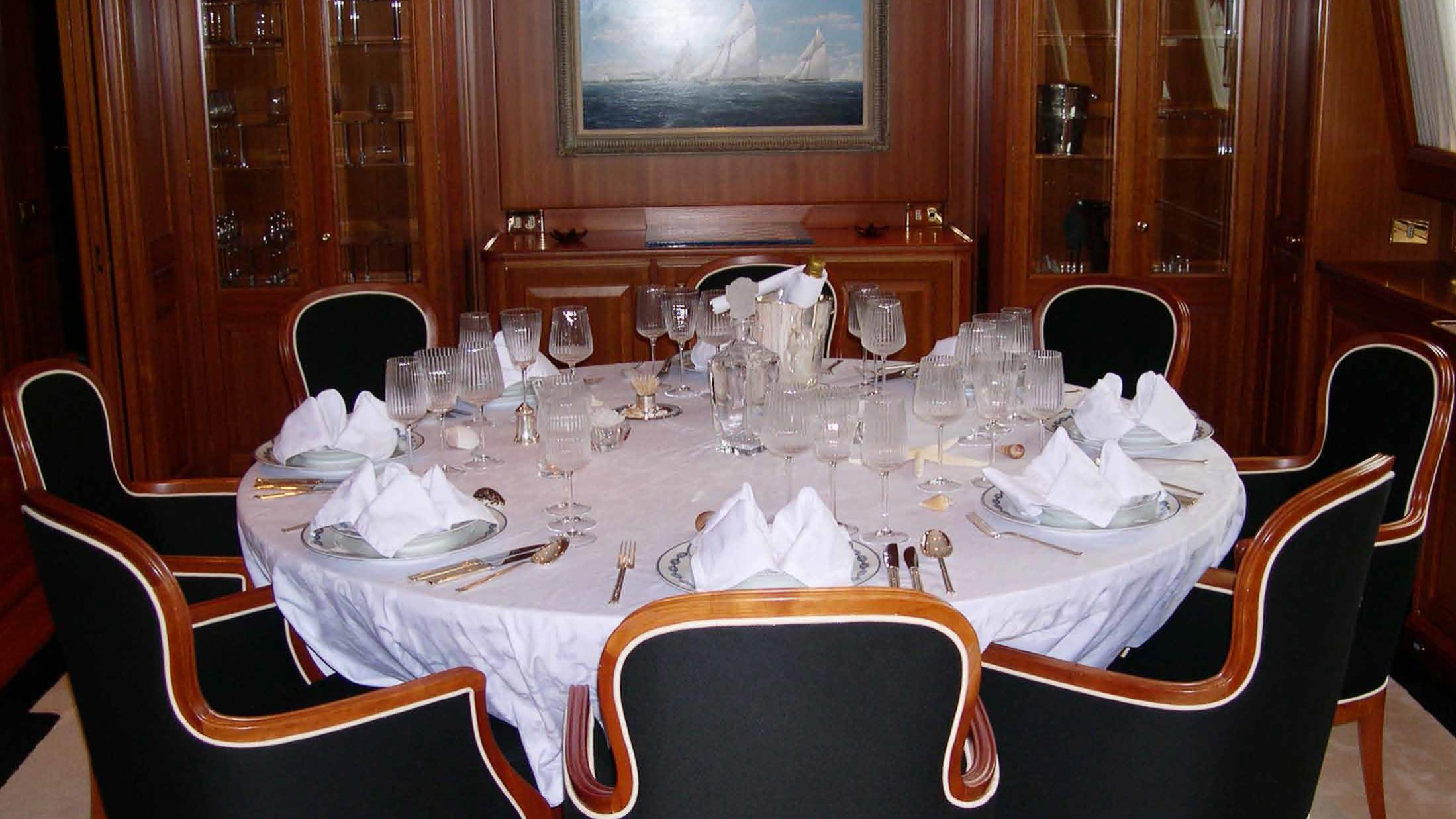 ariane-yacht-formal-dining