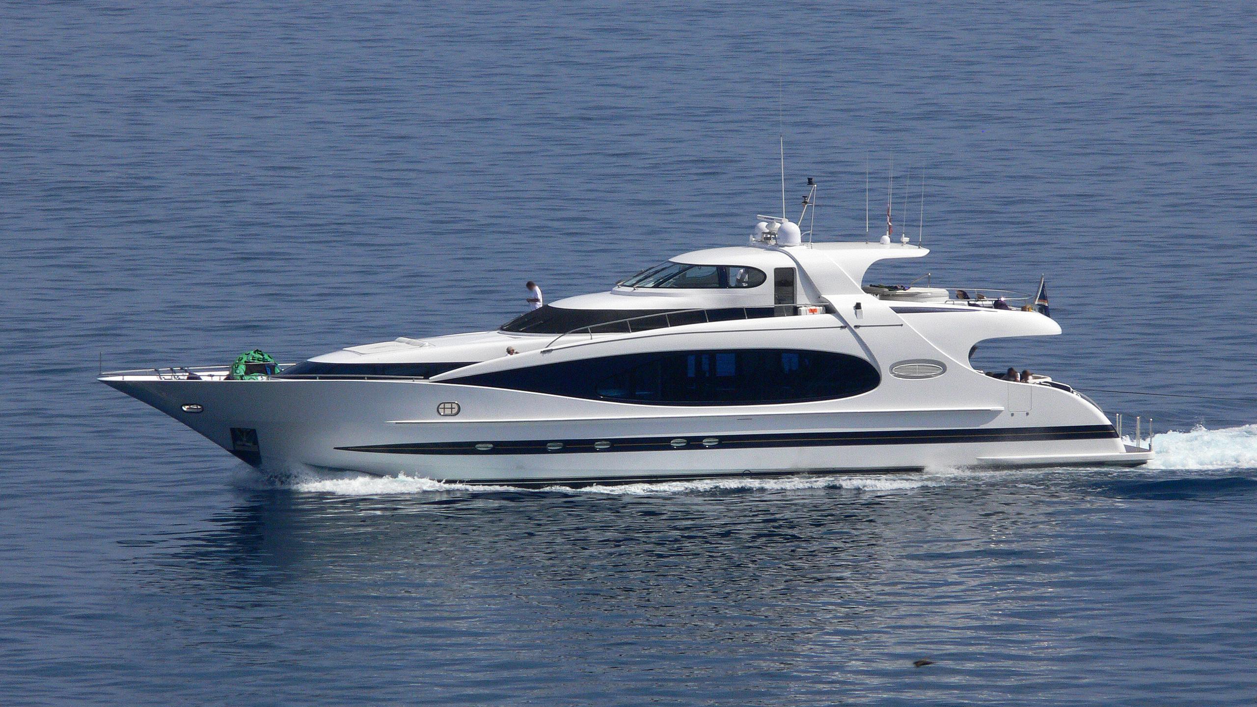 no-rules-premium-shalimar-yacht-exterior