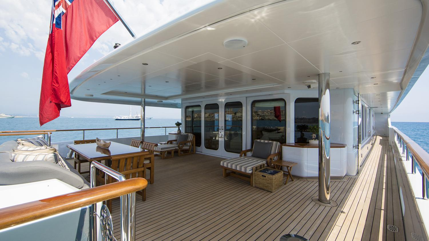 mosaique-yacht-aft-dining