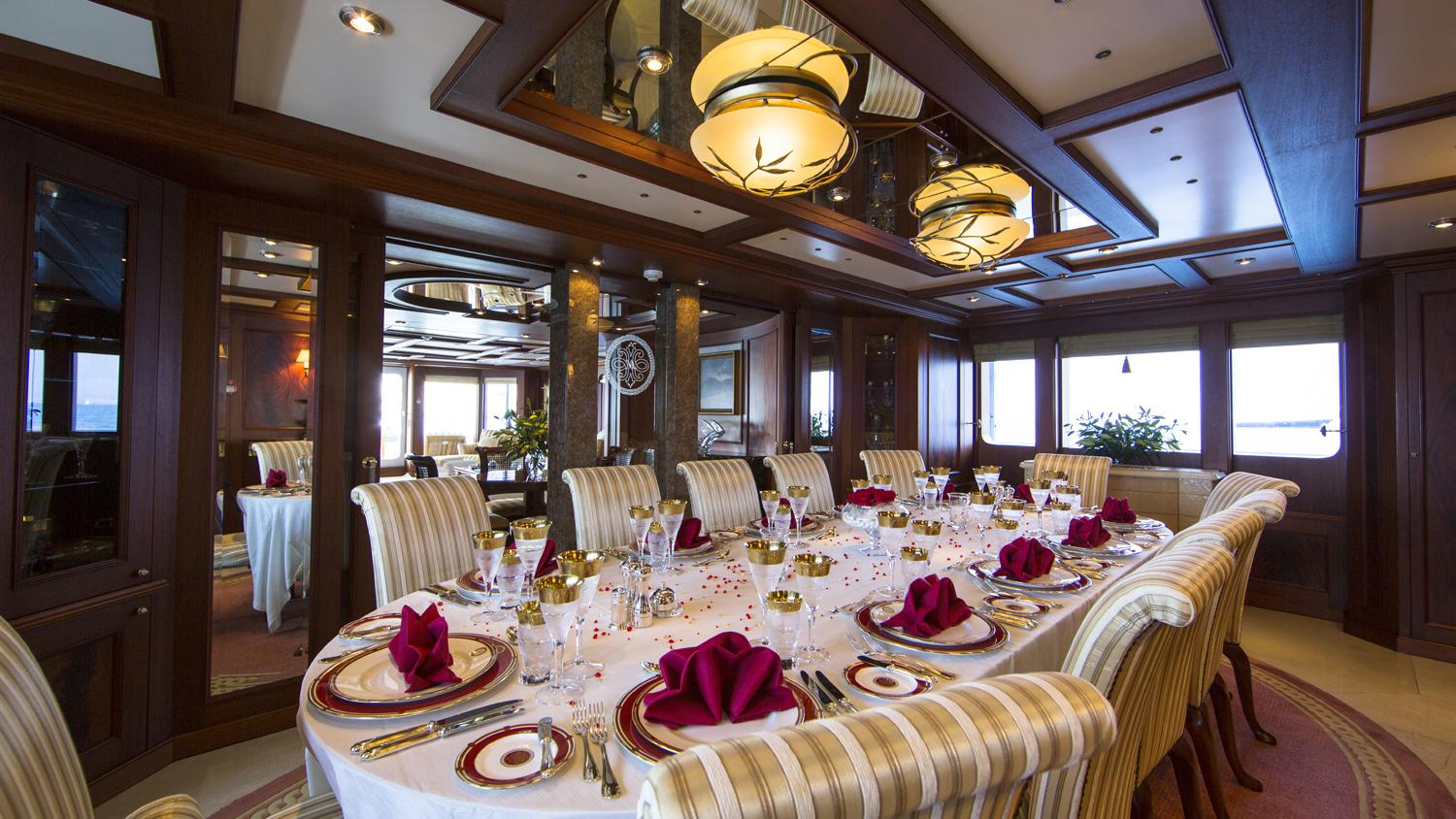 mosaique-yacht-formal-dining