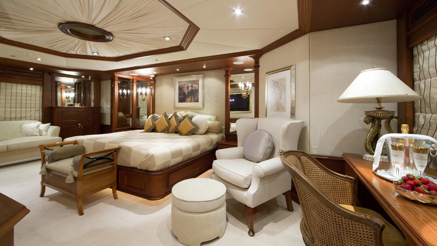 mosaique-yacht-master-cabin