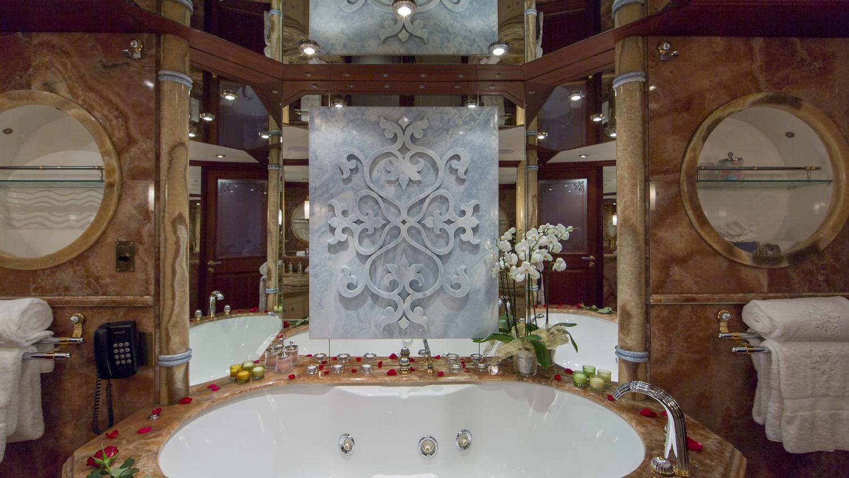 mosaique-yacht-master-bathroom