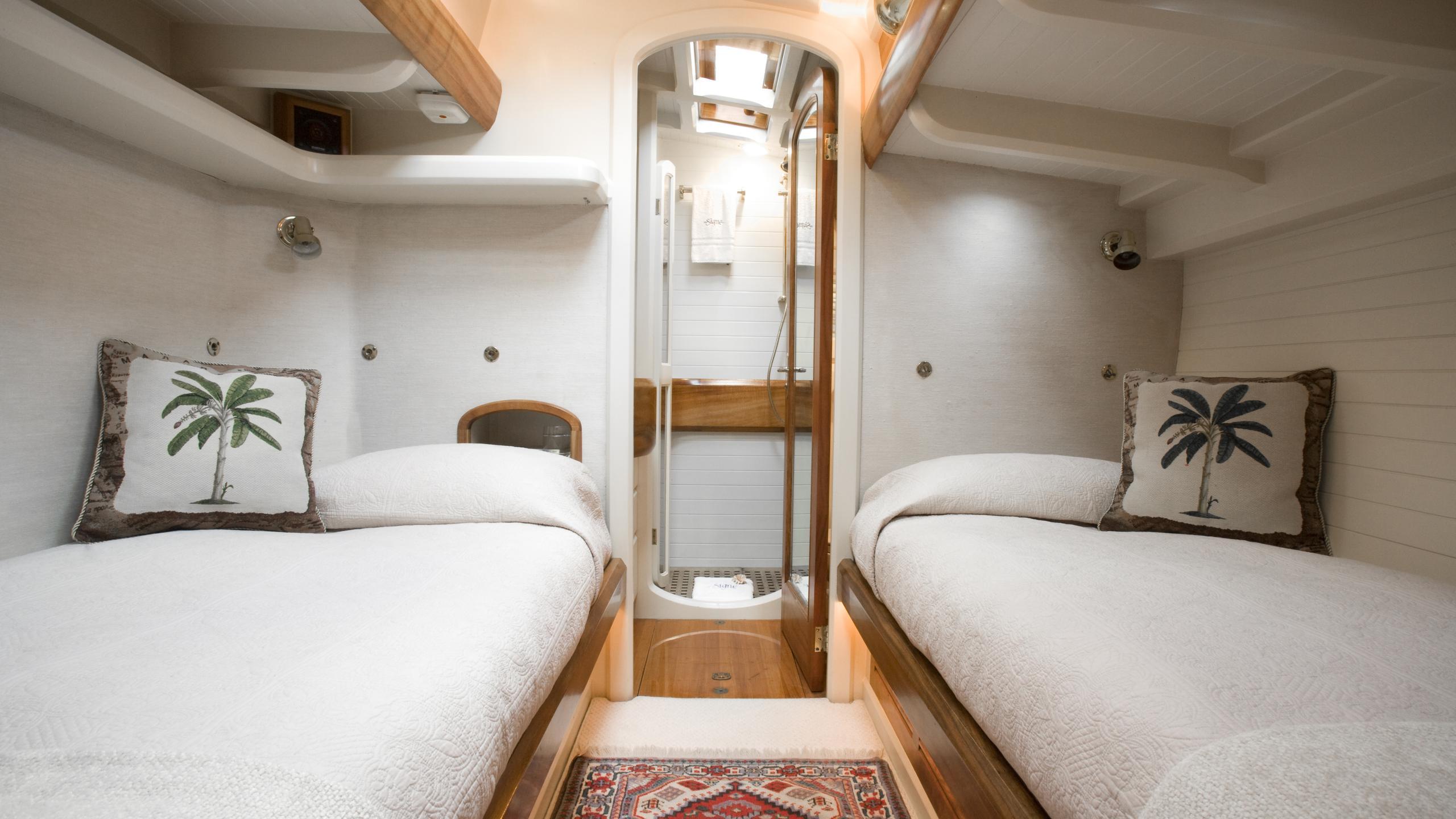 signe-yacht-twin-cabin