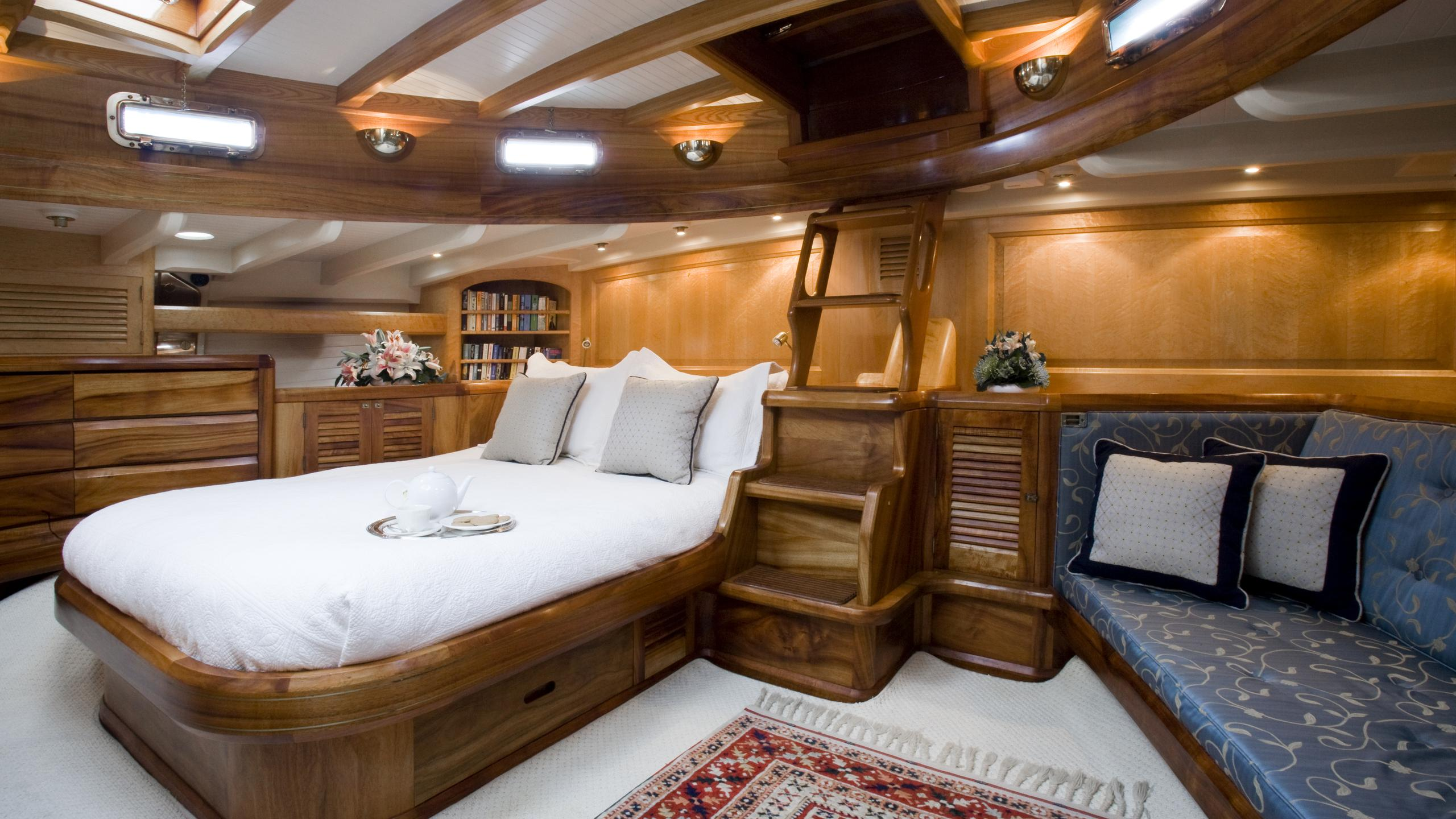 signe-yacht-double-cabin