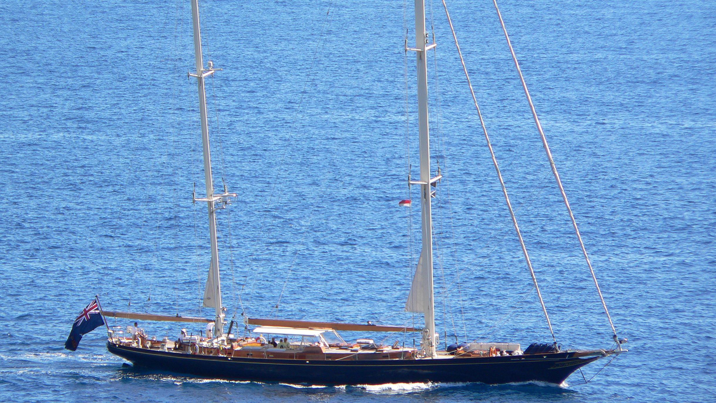 signe-yacht-exterior