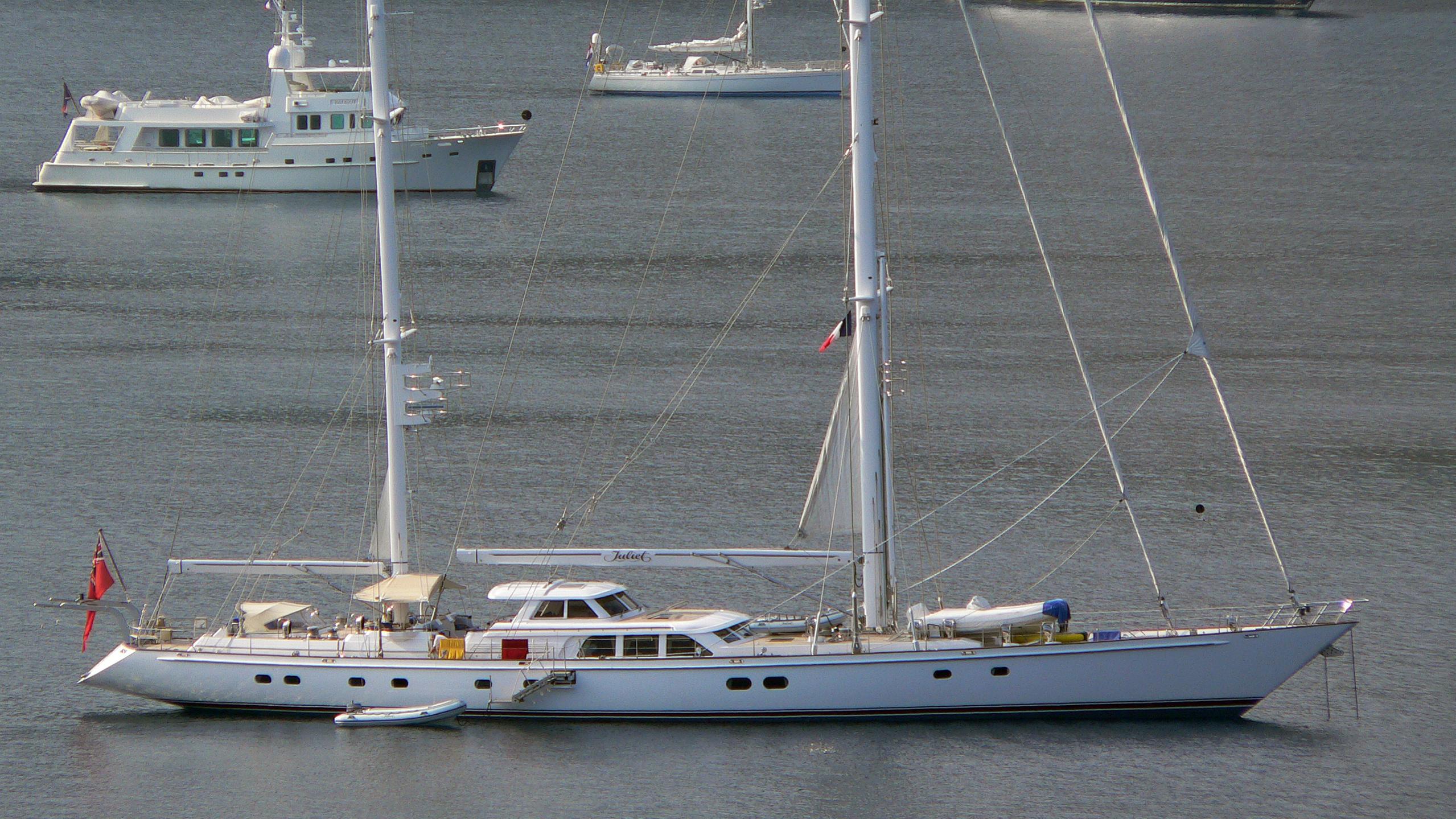 juliet-b-yacht-exterior