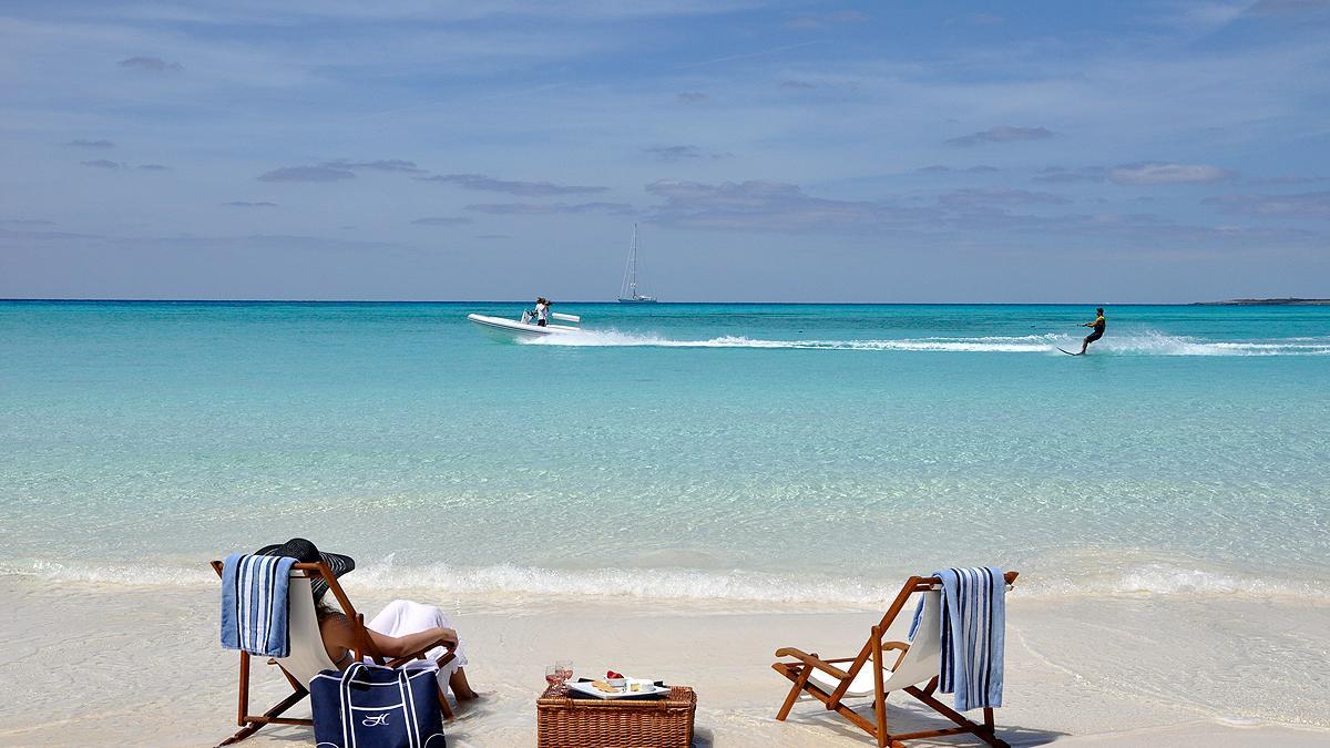 hyperion-yacht-tender-beach