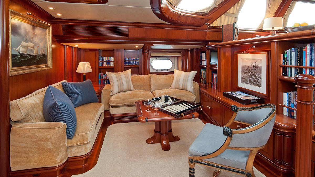 hyperion-yacht-saloon