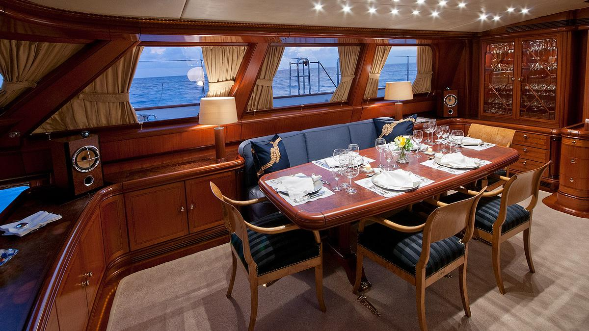 hyperion-yacht-dining