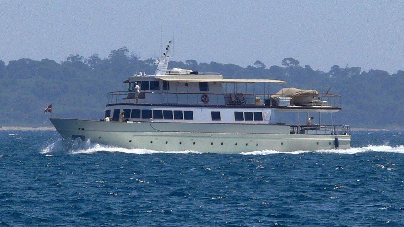 clara-one-yacht-exterior