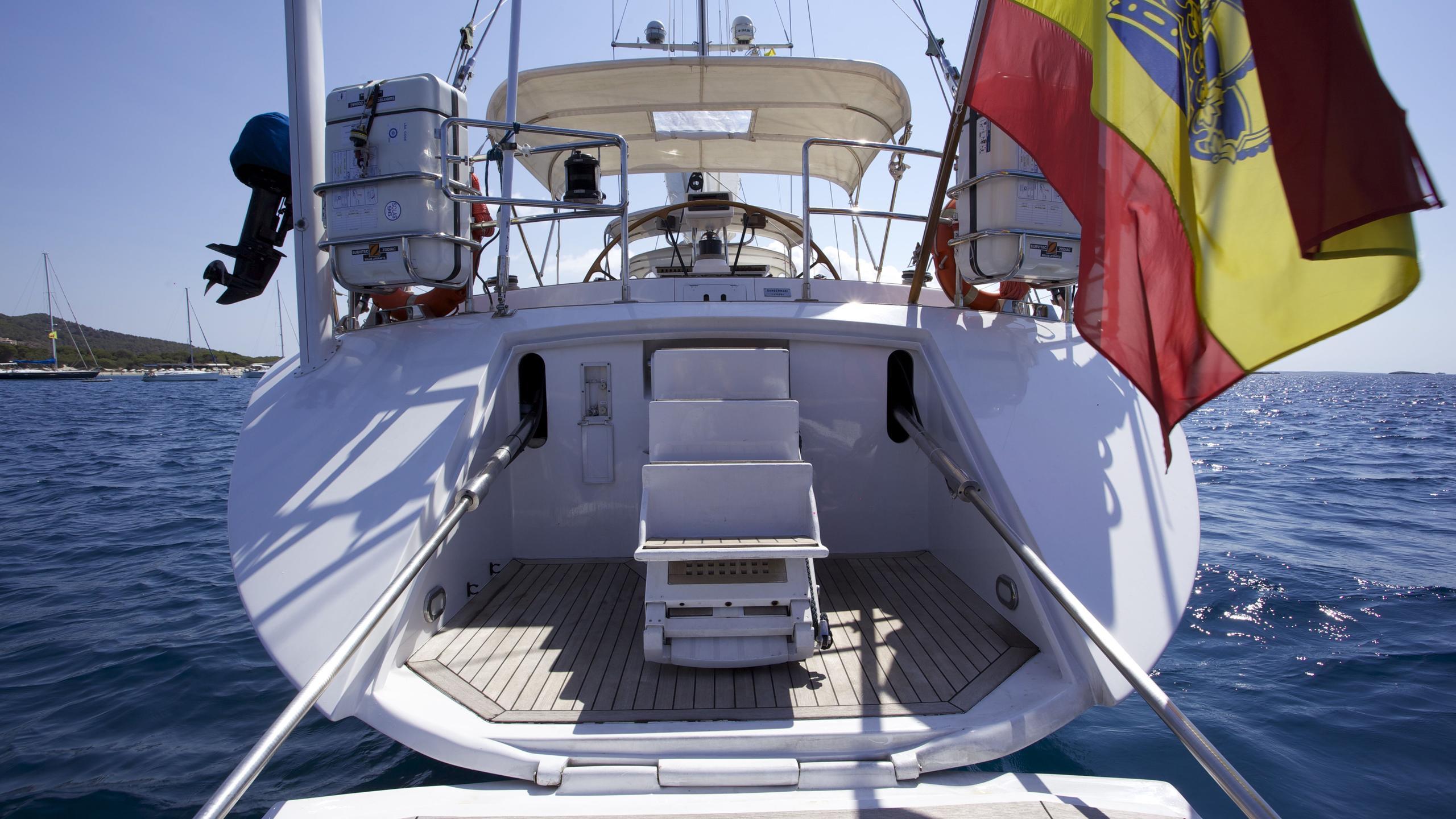el-baile-yacht-ocean-platform