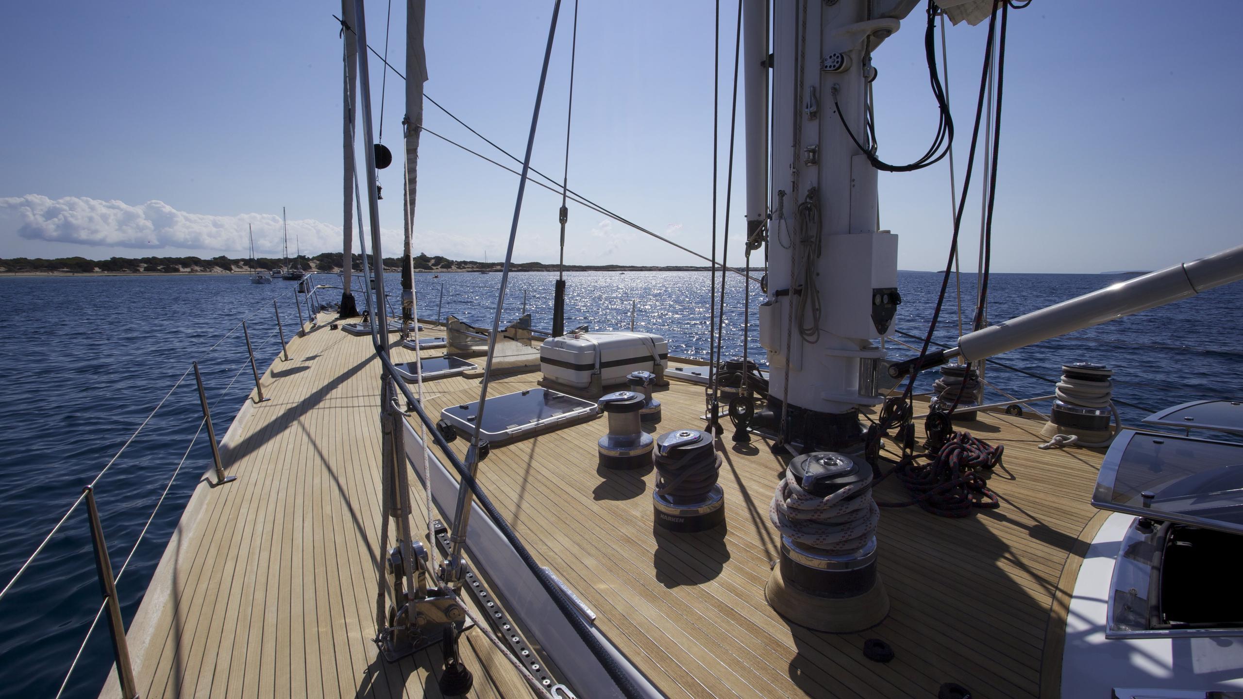 el-baile-yacht-bow-deck