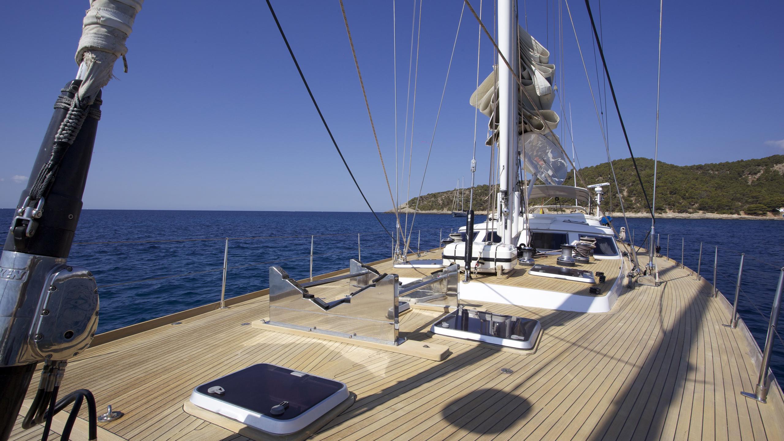 el-baile-yacht-main-deck