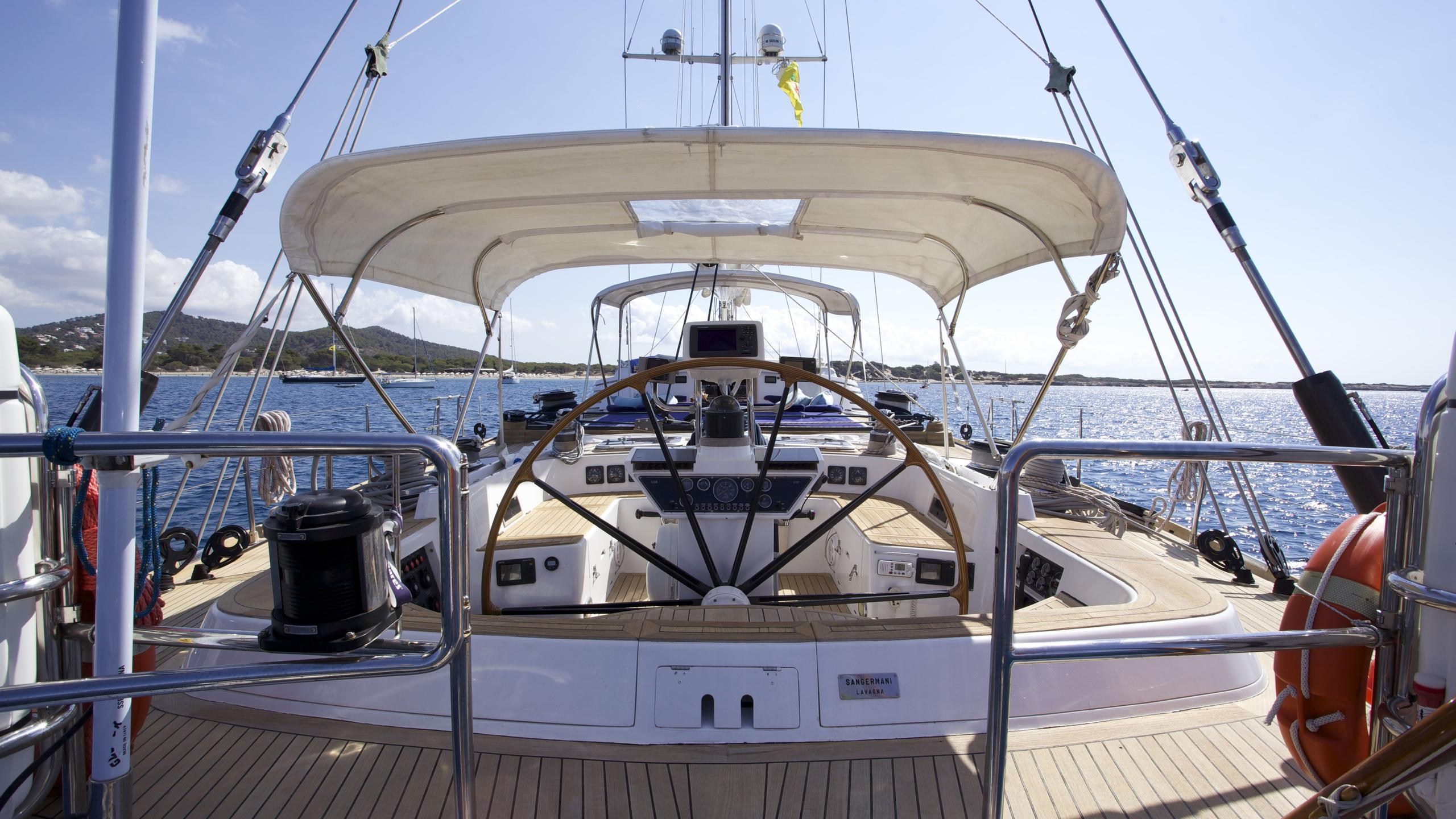el-baile-yacht-helm