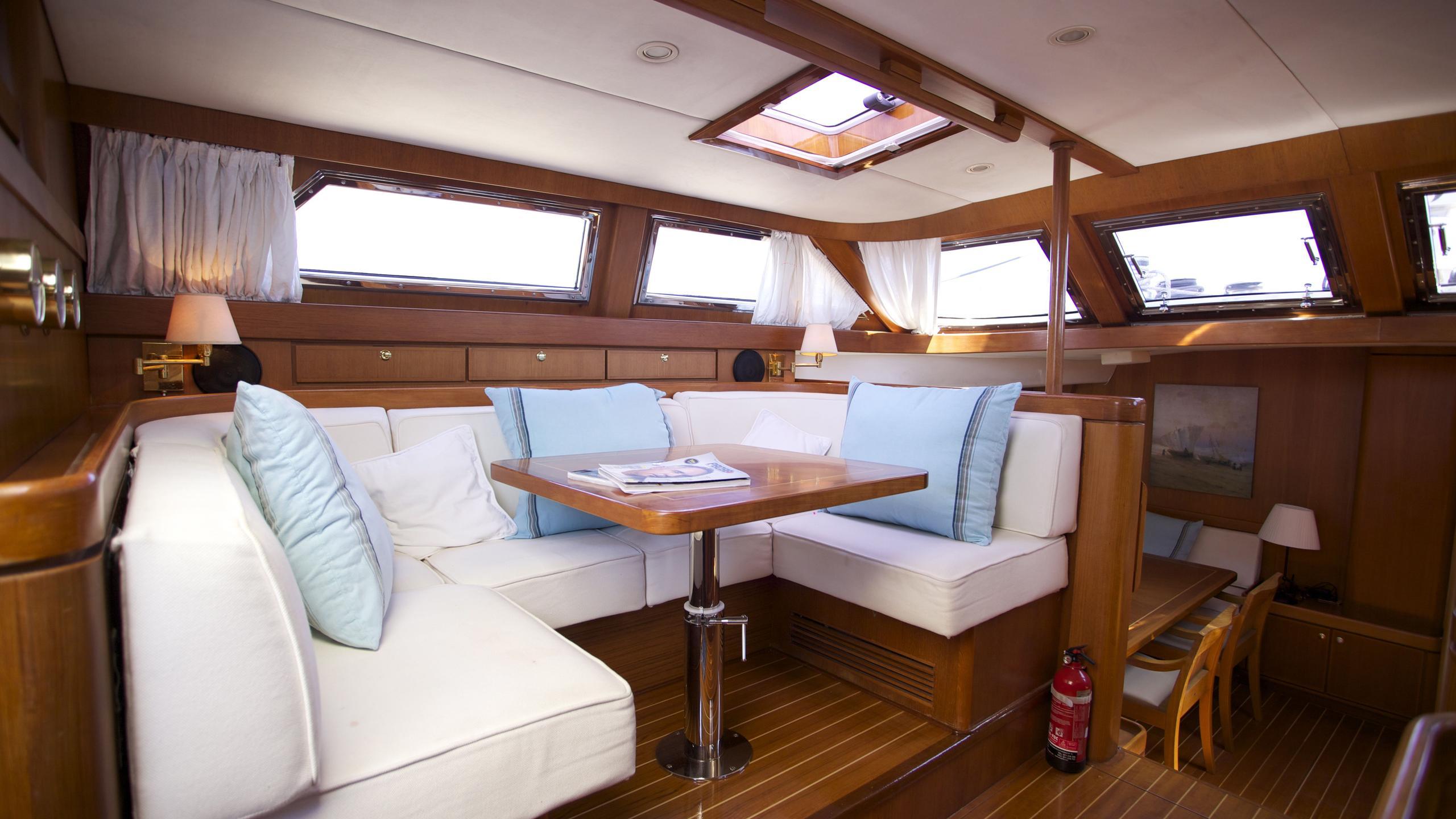 el-baile-yacht-formal-dining