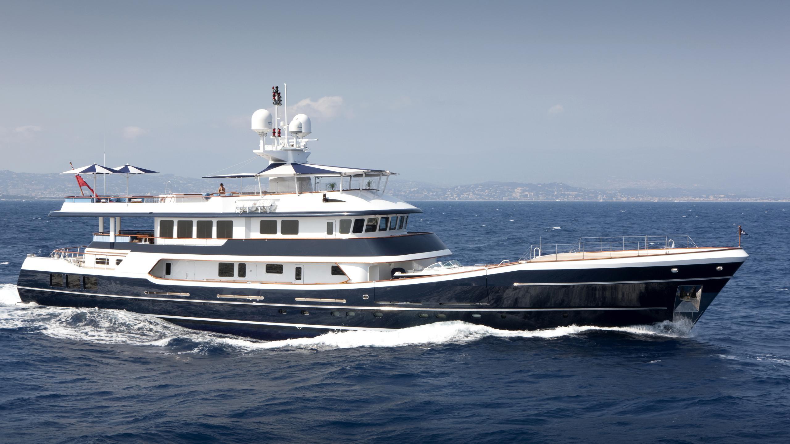 the-mercy-boys-yacht-cruising