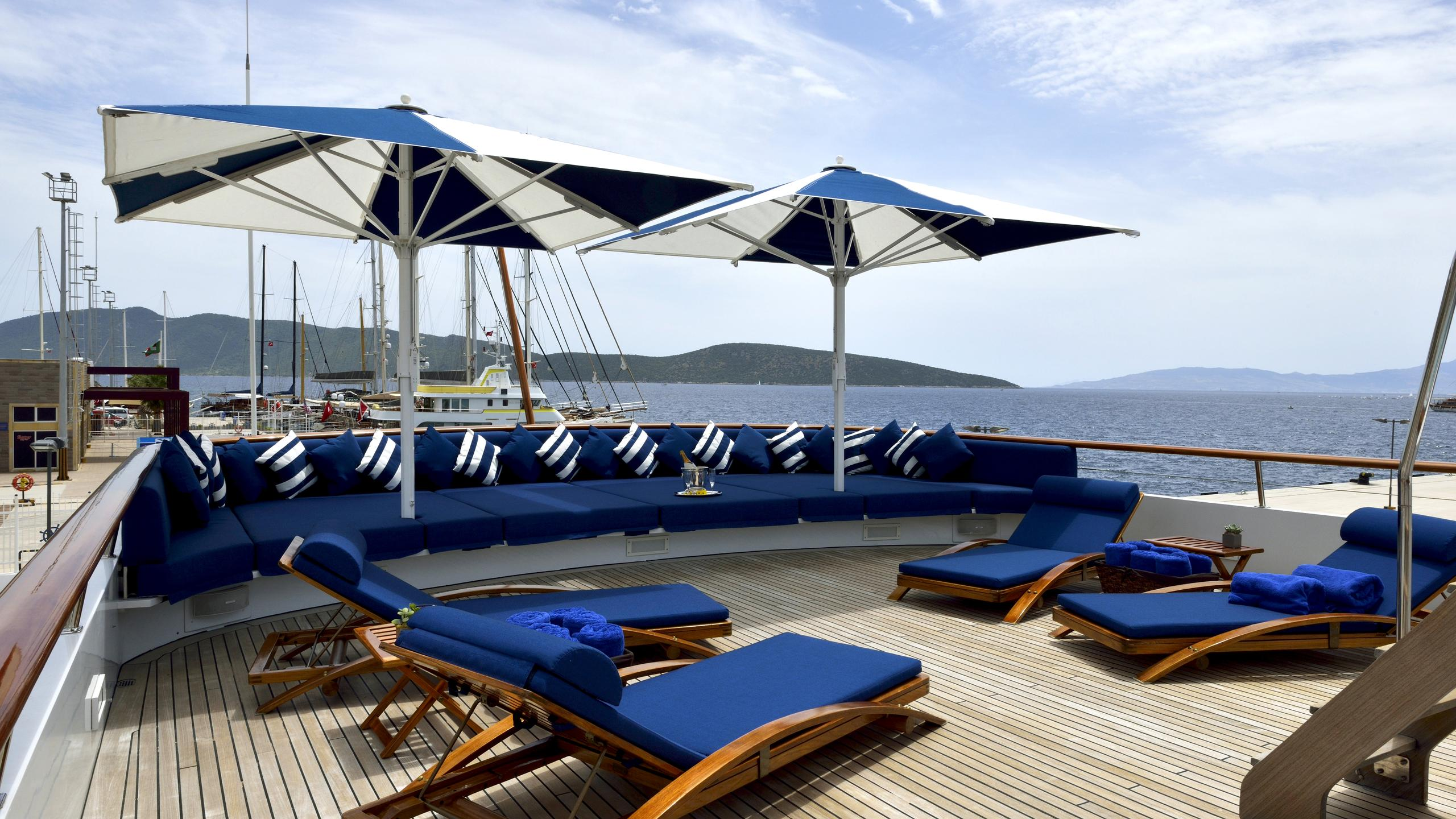 the-mercy-boys-yacht-upper-deck