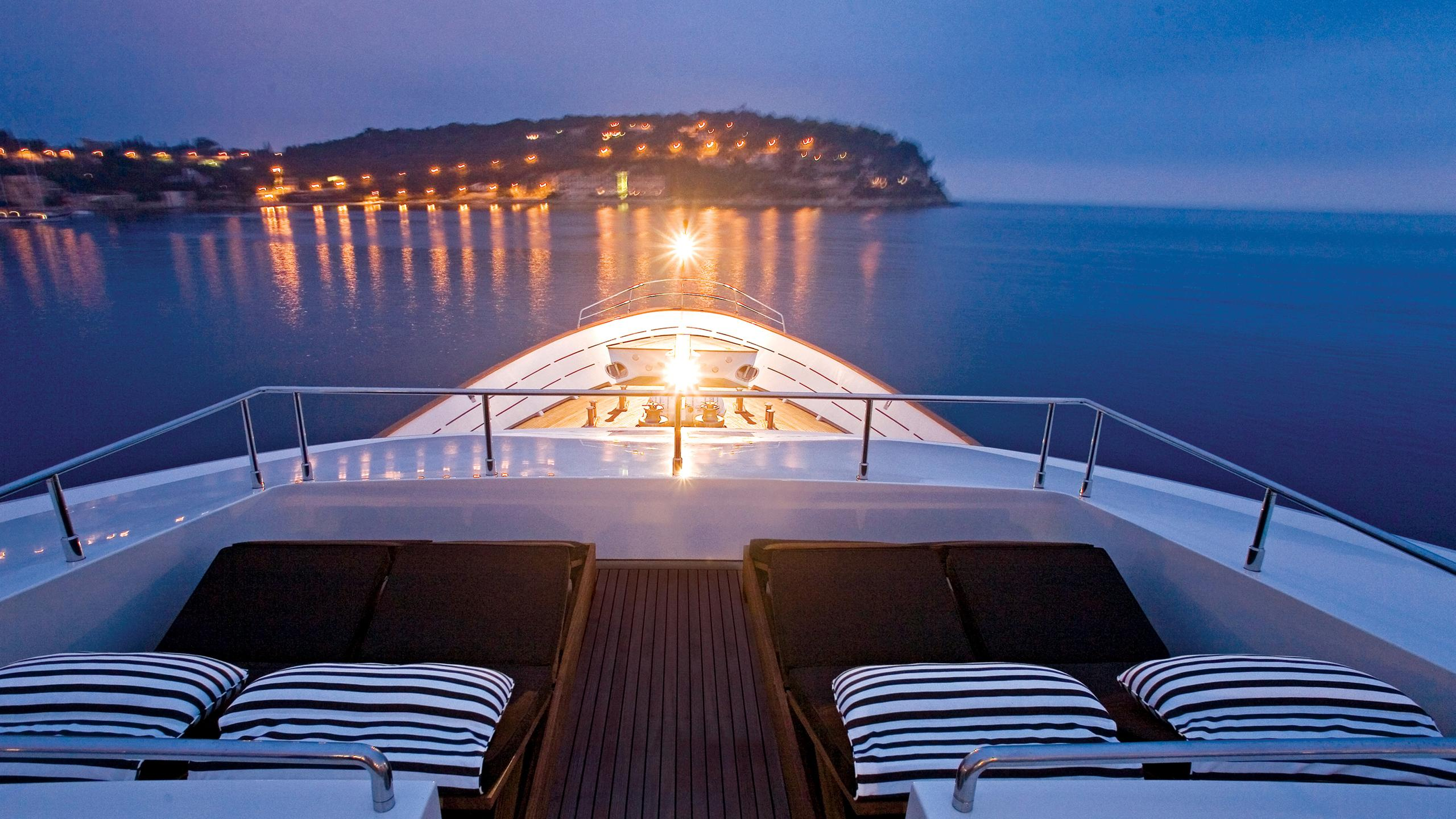 sea-dream-yacht-sun-loungers