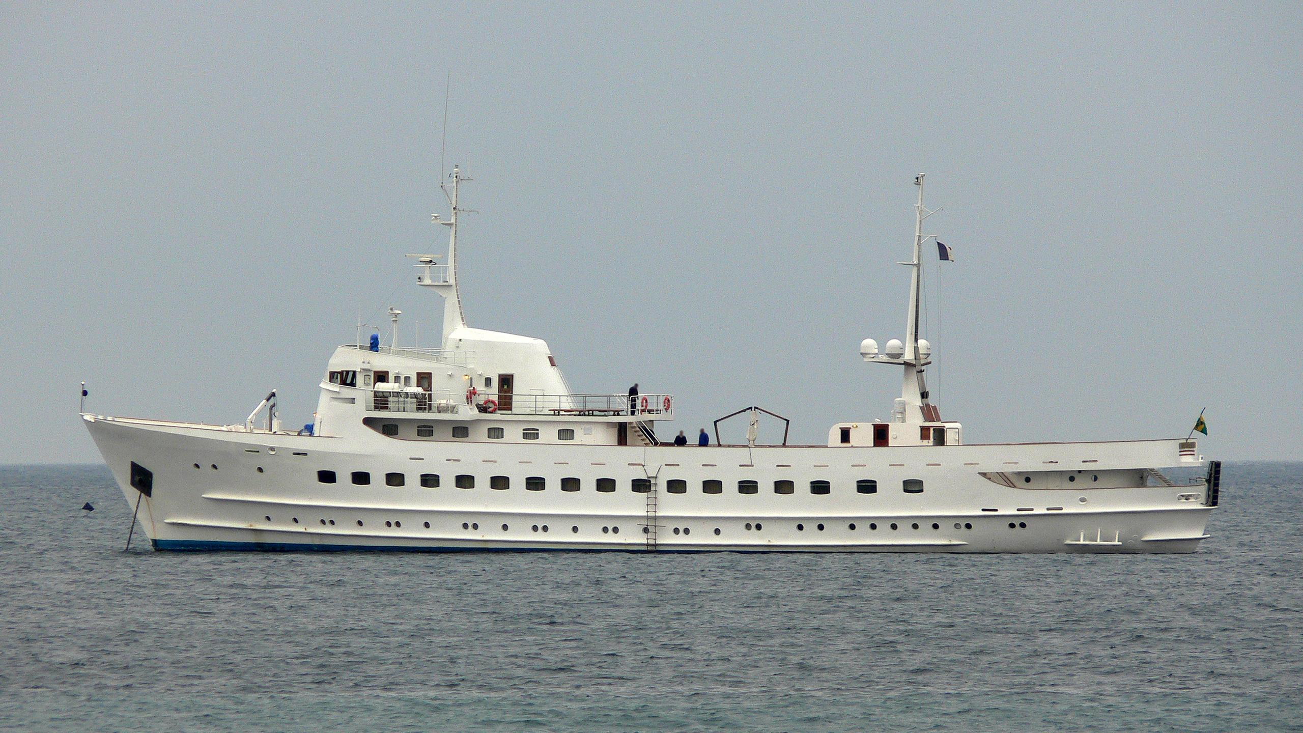 blue-dawn-yacht-exterior