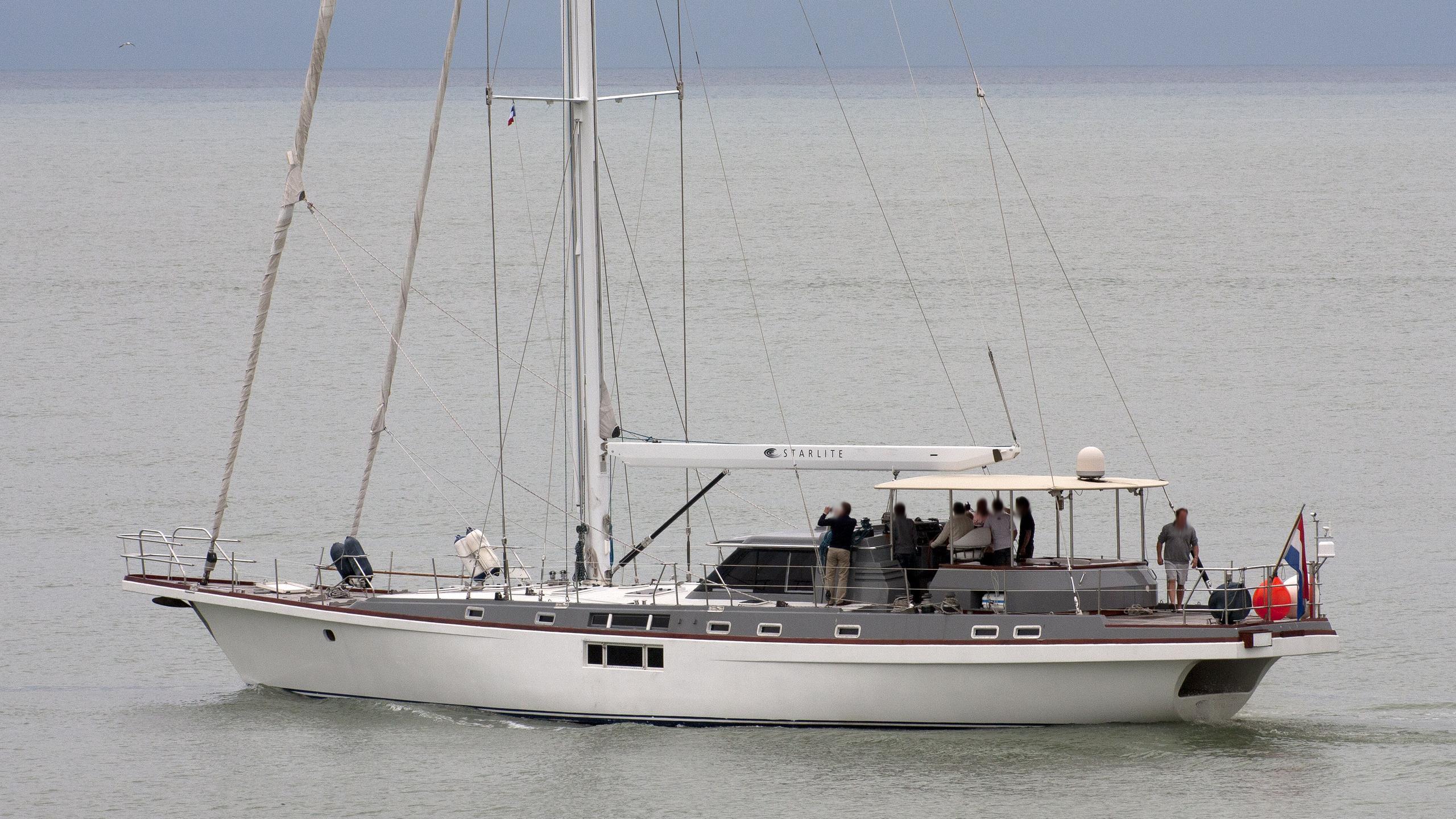 starlite-yacht-exterior