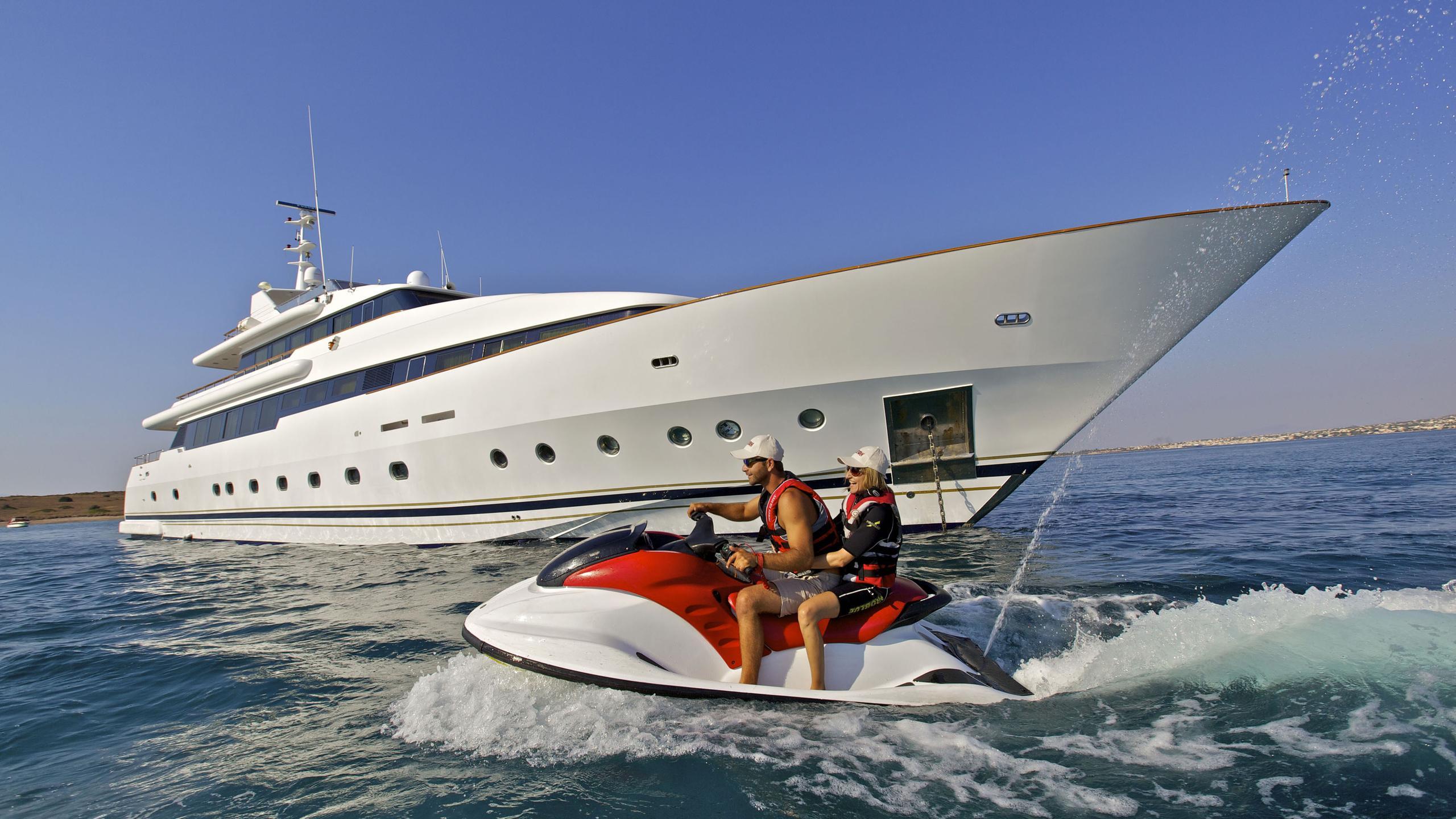 orion-yacht-jetski