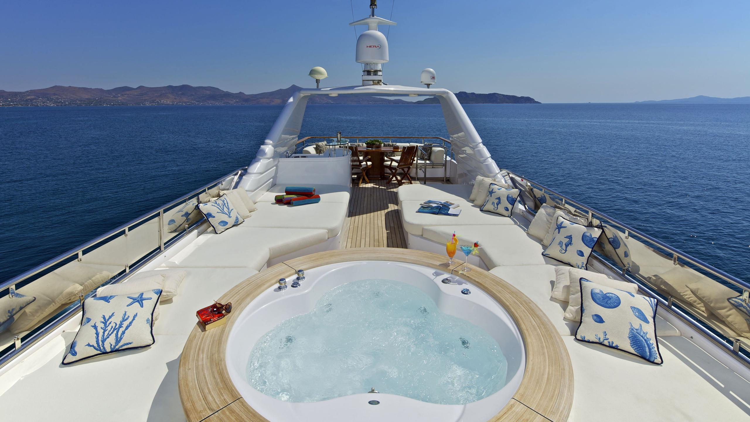 orion-yacht-jacuzzi