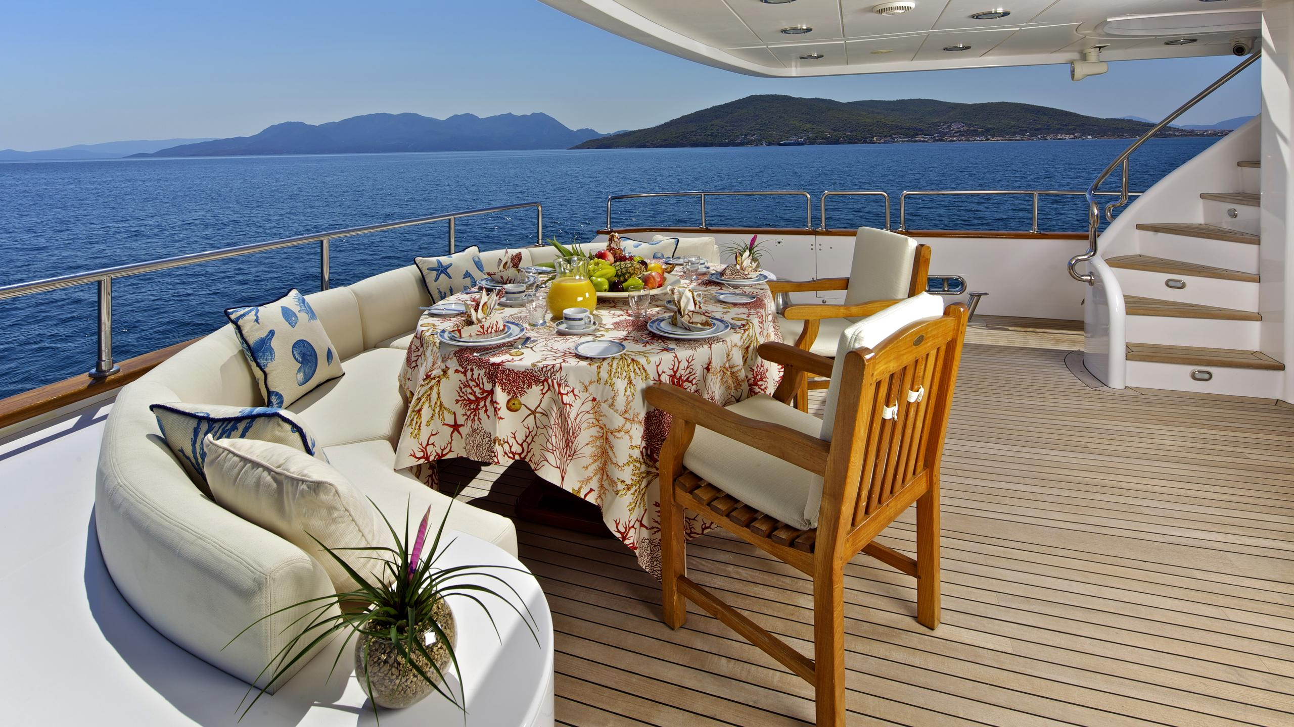 orion-yacht-aft-dining